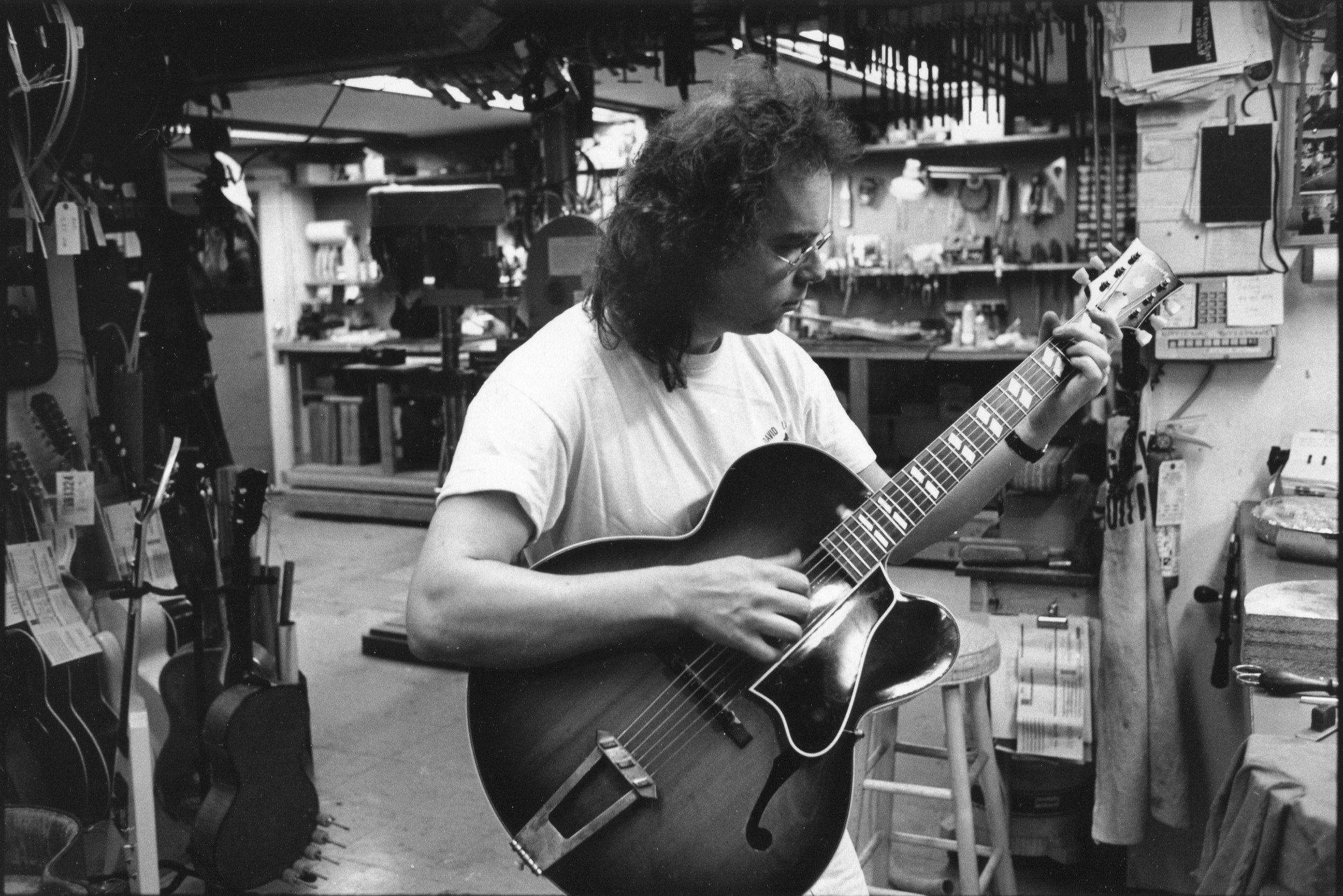 Flip at Mandolin Brothers Atelier Staten Island 1991 photo Credit by Gene Lowinger_4.jpg