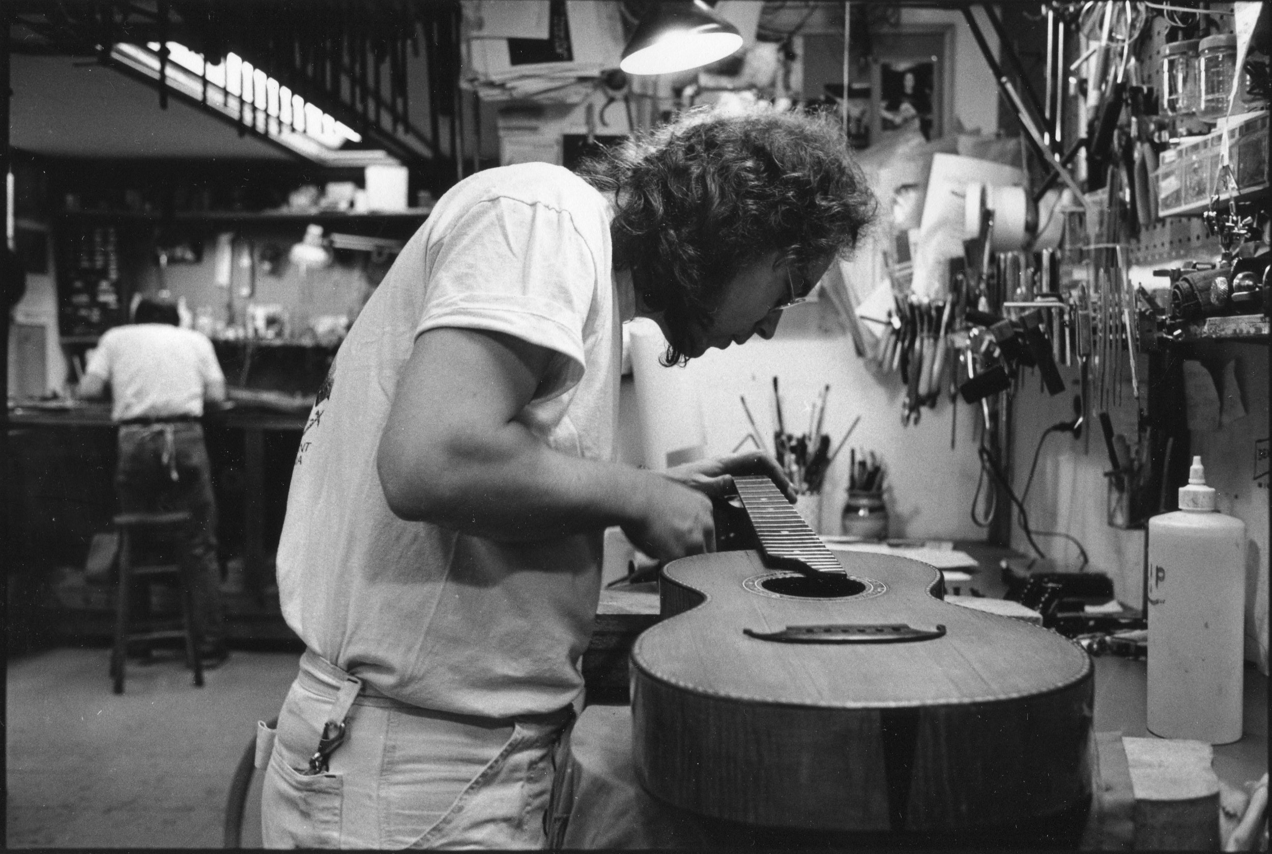 Flip at Mandolin Brothers Atelier Staten Island 1991 photo Credit by Gene Lowinger_5.jpg