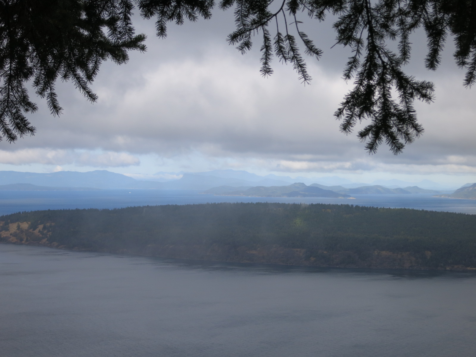 The view from Waldron Lookout on Turtleback Mountain Preserve