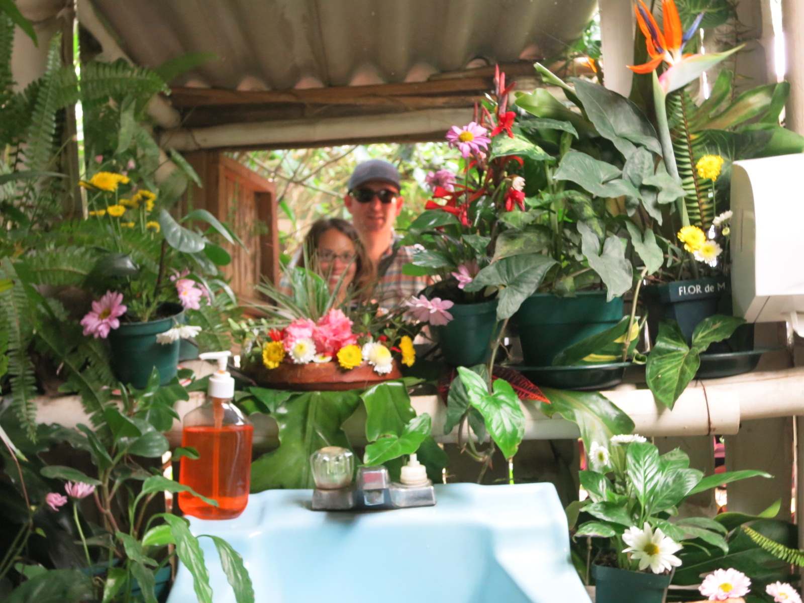 I love a nice bathroom! This one had flowers everywhere!