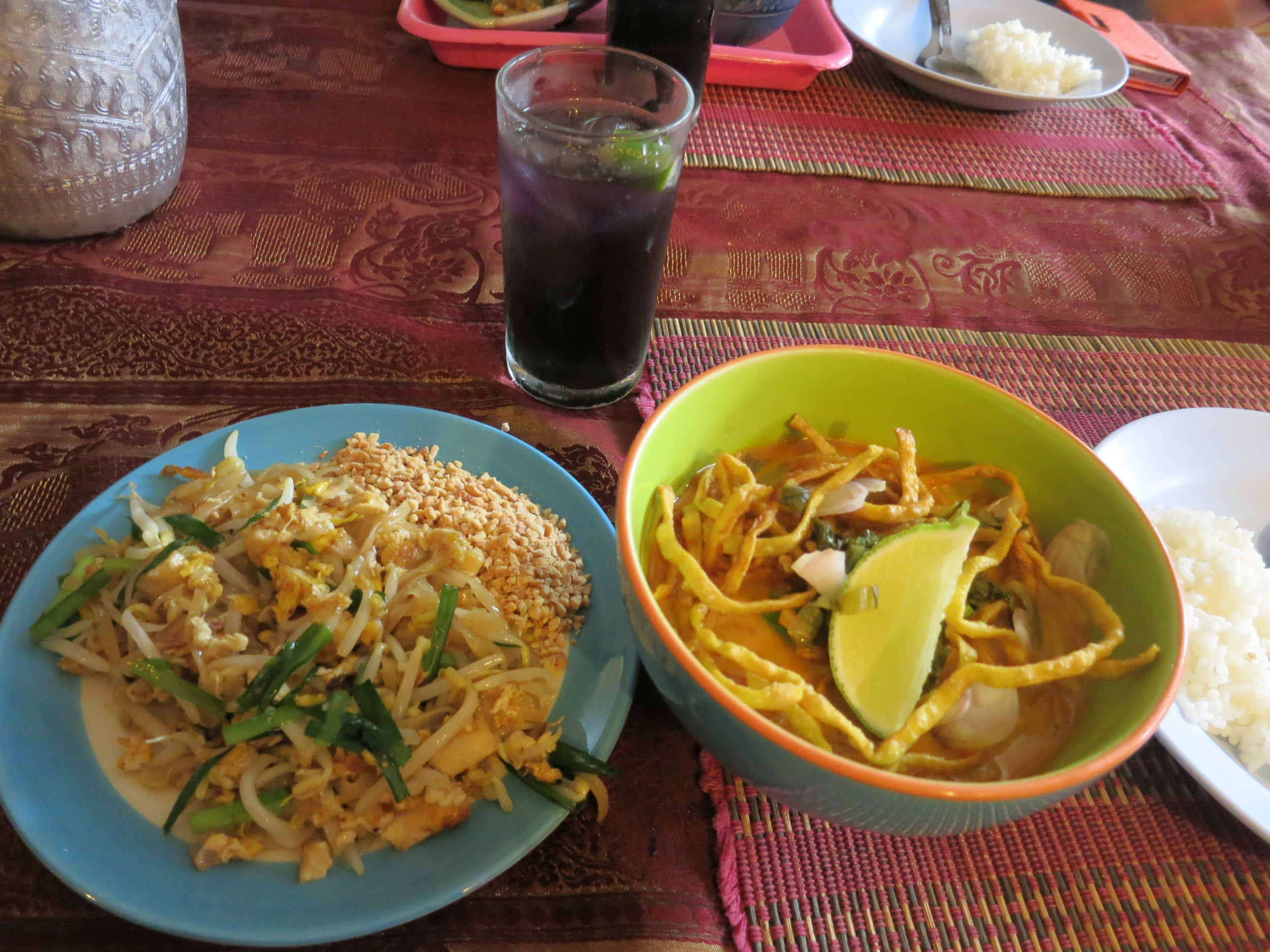 Phad thai and hot and spicy soup