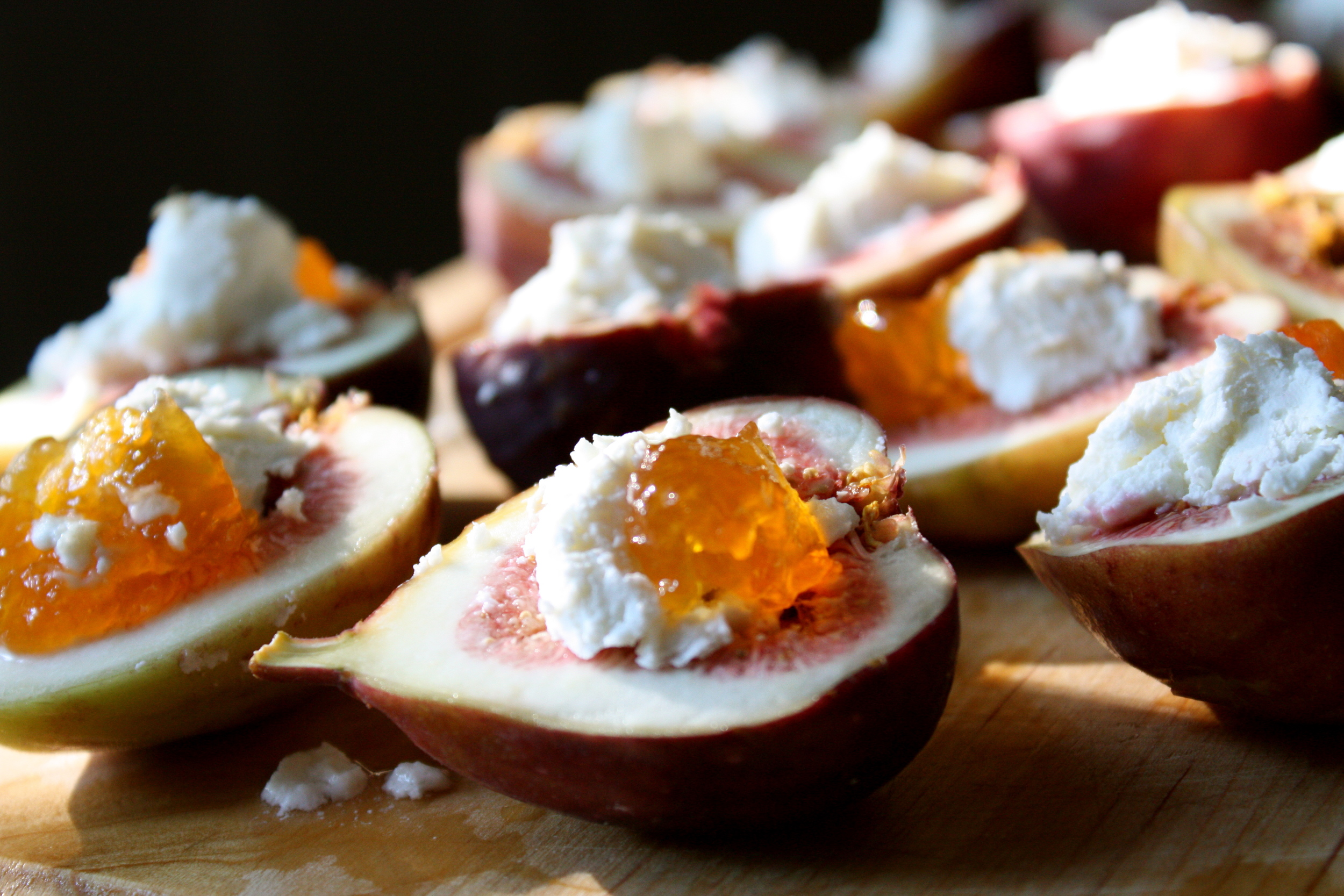 Figs with goat cheese