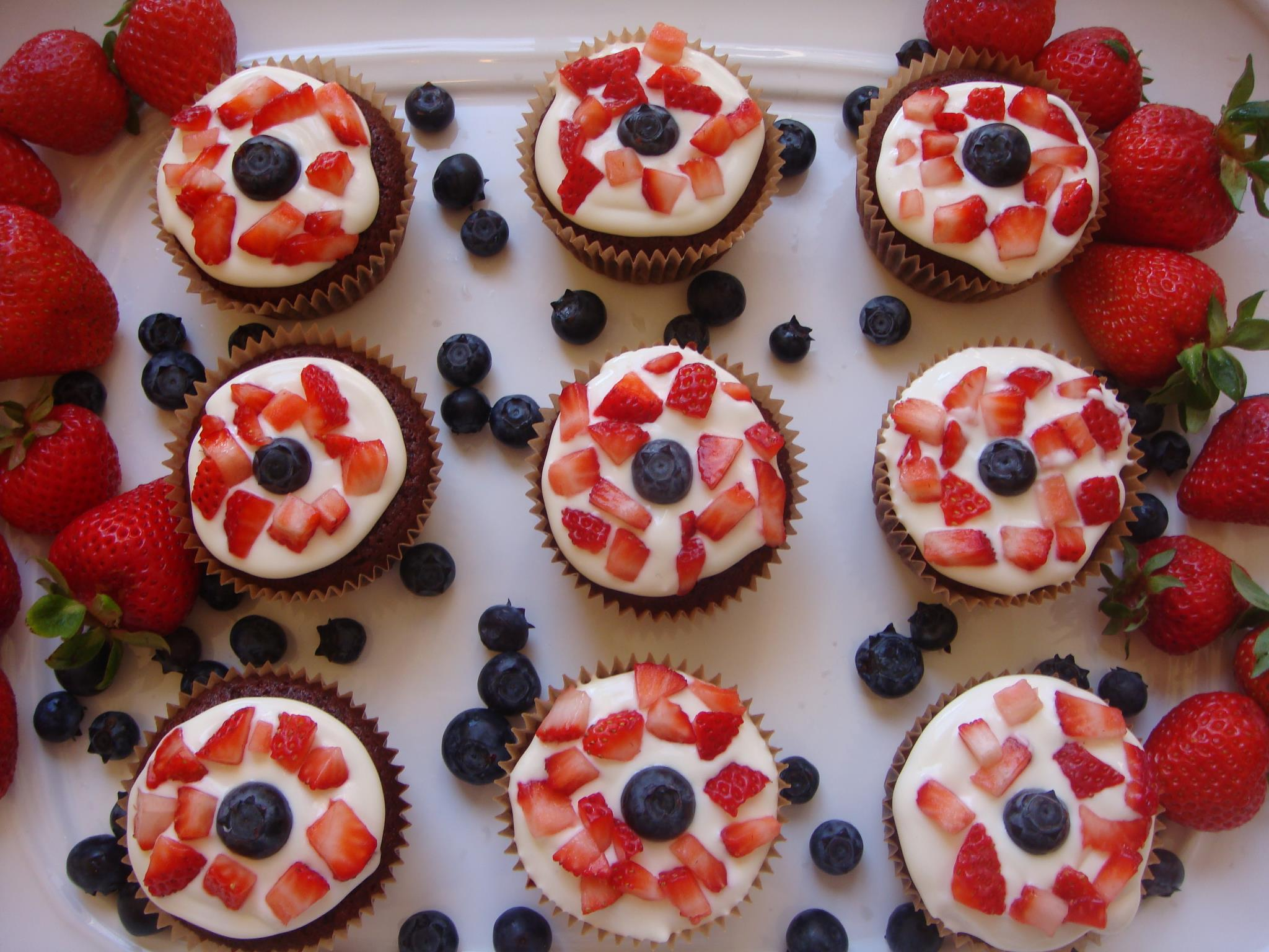 McBride Sisters 4th of July Red, White and Blue cupcakes