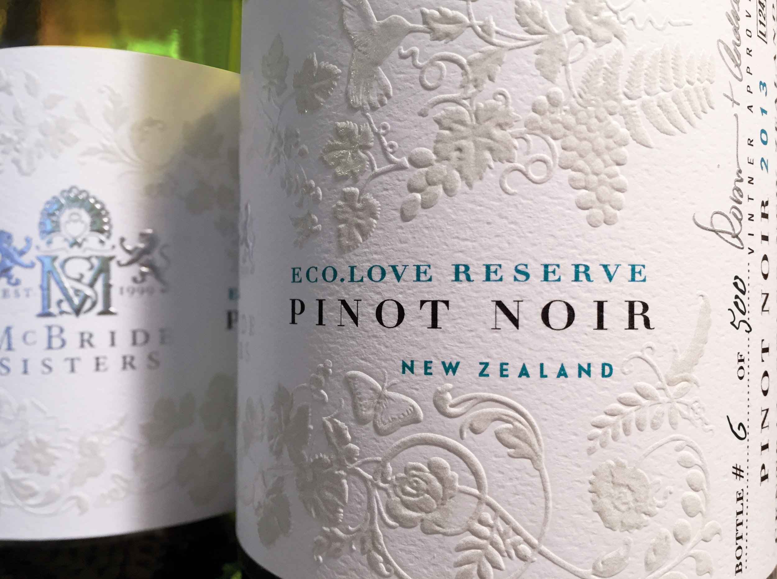 ecolove-reserve-pinotnoir-closeup-bottle-2016.jpg
