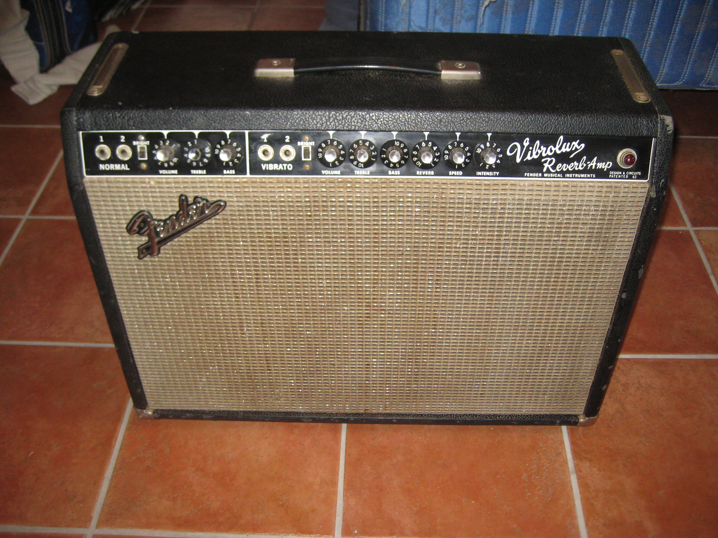 A customer brought in this vintage Fender Vibrolux for restoration. When it arrived it really sounded poorly. It was re-capped, re-tubed, a three prong cord added and few resistors changed. Now it sounds amazing!