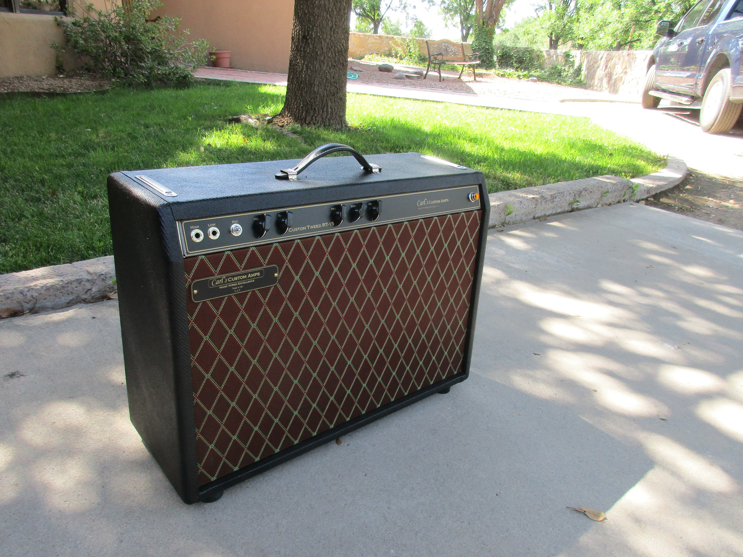 This was one really cool one off....It's got a Tweed Circuit that has Volume, Tone, Reverb, Trem and Fat switch. It can use pretty much any power tube. Way Cool! Black Tweed/Vox Grill Cloth