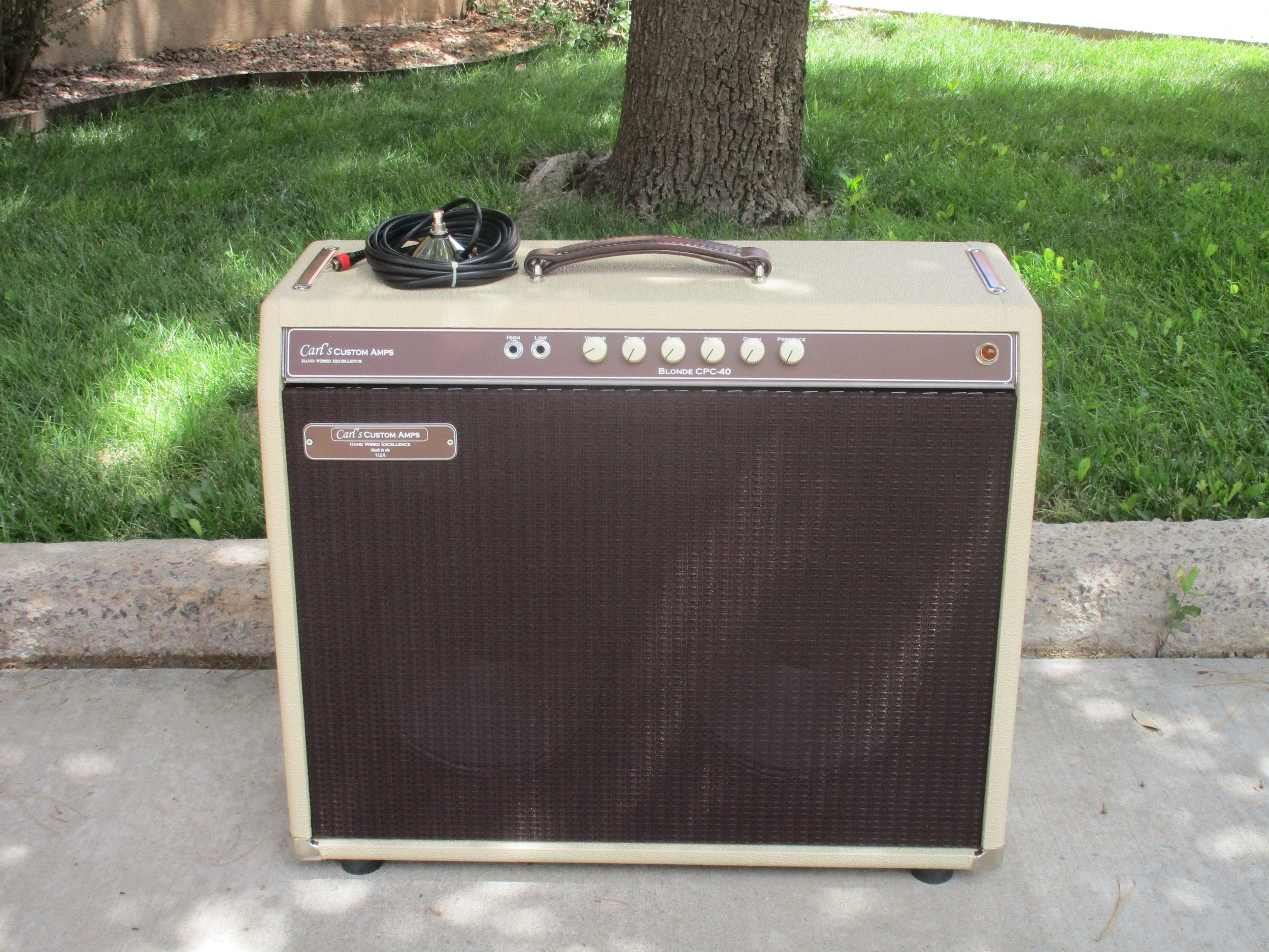 Custom Blonde CPC-40 Amp! 2X10 combo!!! The customer wanted a Blonde 40 Watter but with a custom Oxblood Grill and Alinco 10s. Great Vintage Tone and tremolo.