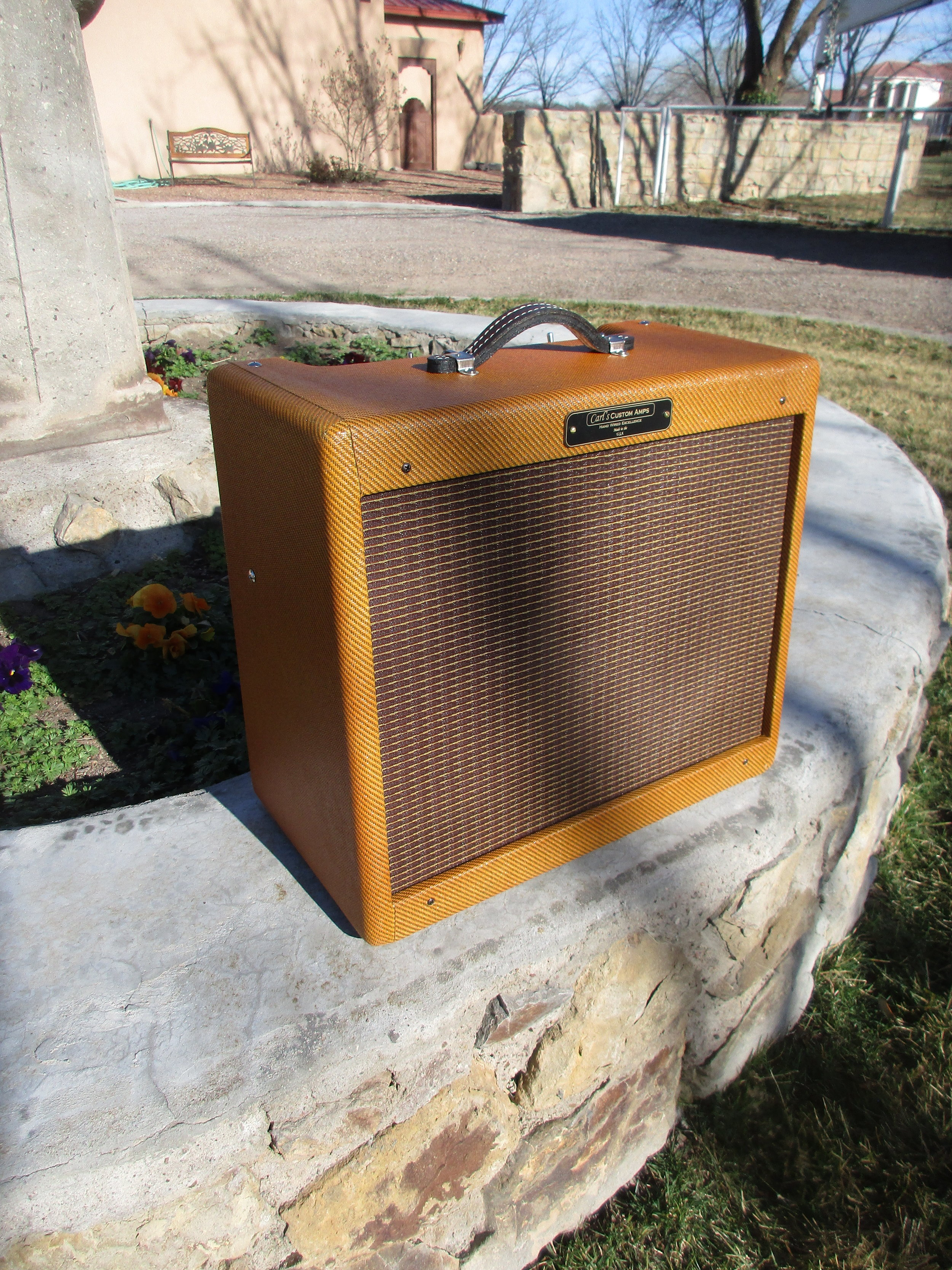 I rebuilt this Fender Blues Junior in a cool Tweed 5W circuit with a Volume, Tone, Fat Switch and a 5W/1W switch. I also lacquered the cab. Man it sounds great! The perfect bedroom amp.