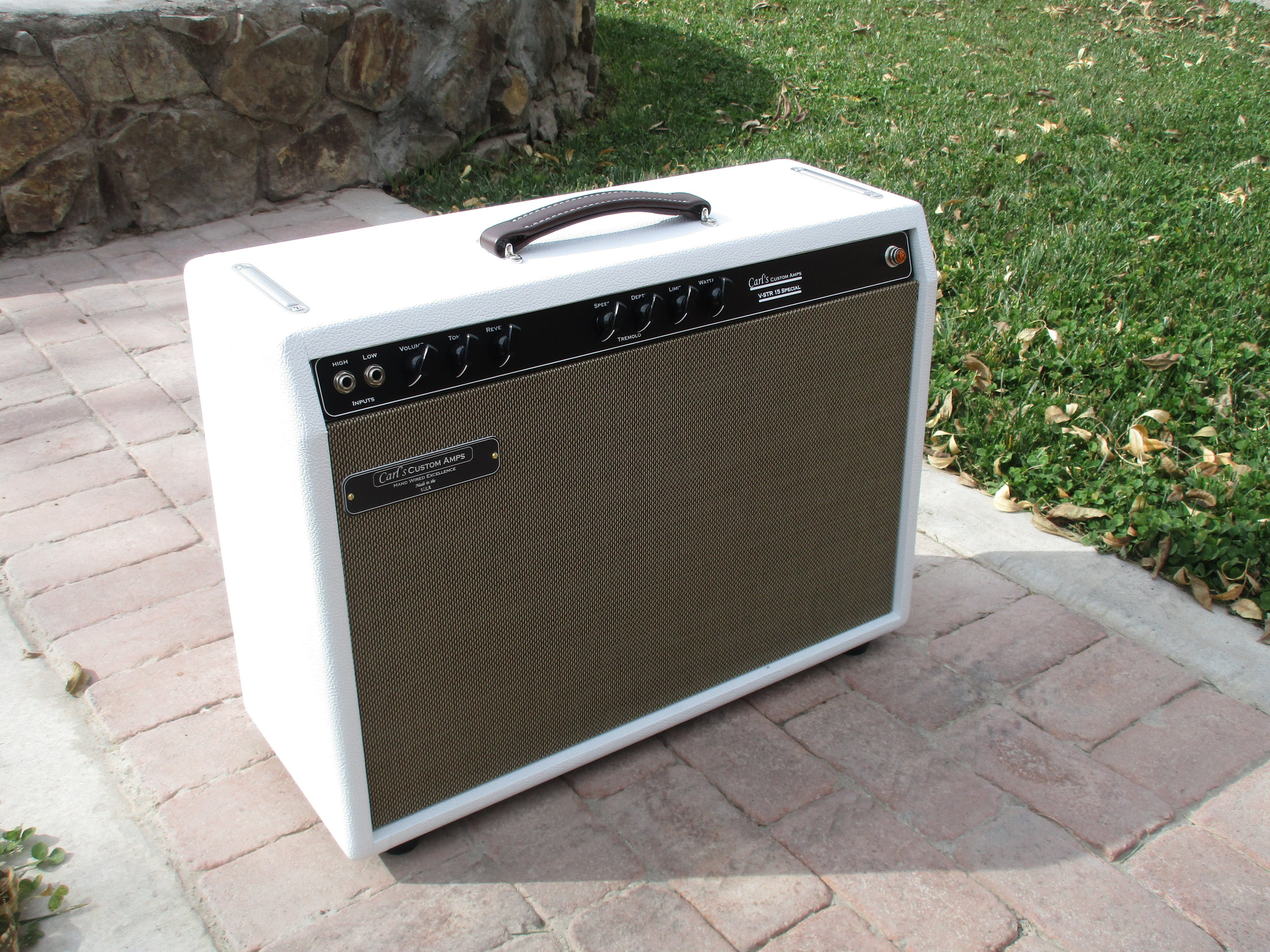 This custom build is a Vox AC10 Super Reverb. It's on mean sounding little amp—-kind of a Trainwreck before there were Trainswrecks. It's unlike most vintage Vox amp. Vox basically lifted schematic off of different companies (the AC30 is a Gibson derived amp) but this one is bit of a mystery. It's got trem, verb, and I've added variable power. The Alinco Weber Silver Bell ready does the amp justice!
