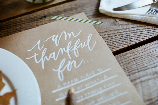 "CLICK  TO DOWNLOAD ""I AM THANKFUL FOR.."" PLACEMATS. // These would look super cute on Kraft or a shimmery metallic colored paper. Print them at home or take them to a copy place and print as a standard 11x17 black and white print. ♡"