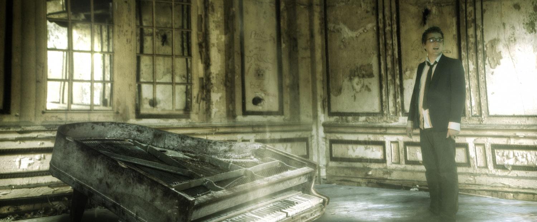 Alex_piano.jpg
