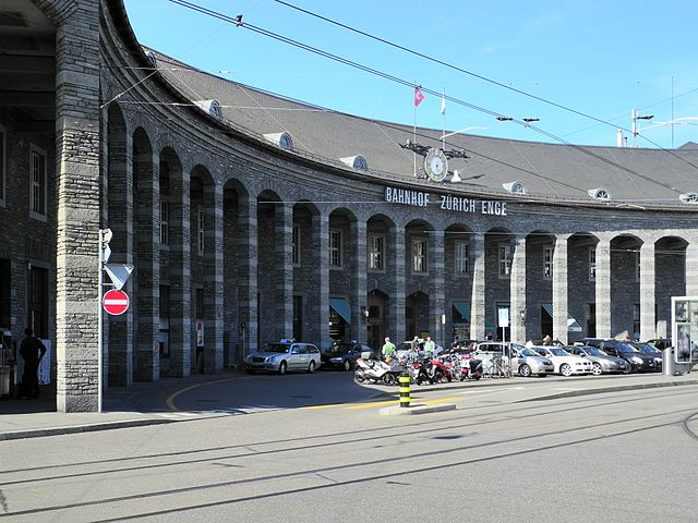 Taxistand am Bahnhof Enge, by Roland zh (Creative Commons Attribution-Share Alike 3.0 via  Wikimedia Commons)
