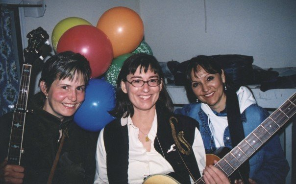 Shelia, Toby Tellier, & Jeannette (during their Wilidwood Flower days) at Sorrento 2006