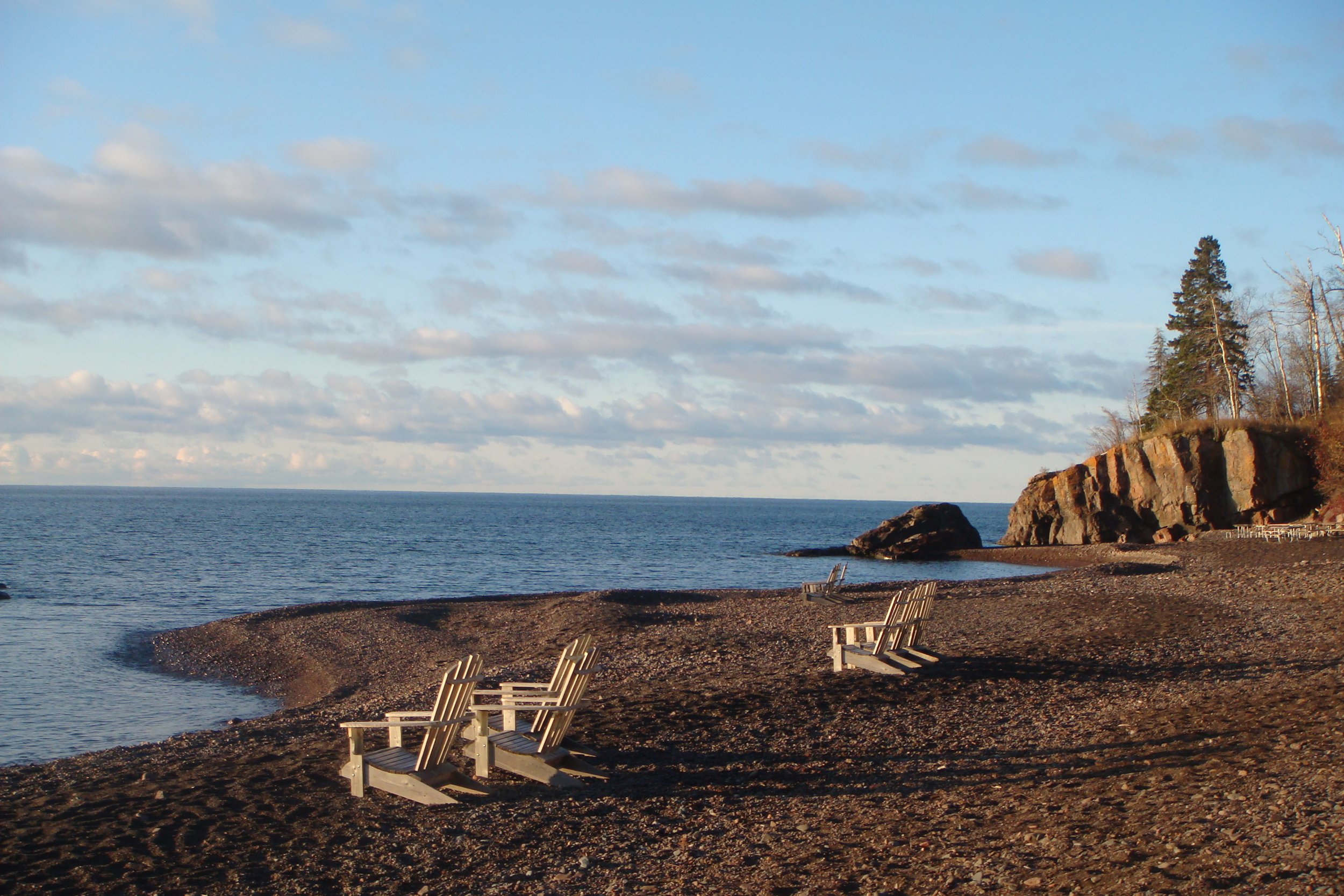 The Superior HIking Trail occasionally descends to the shores of Lake Superior.