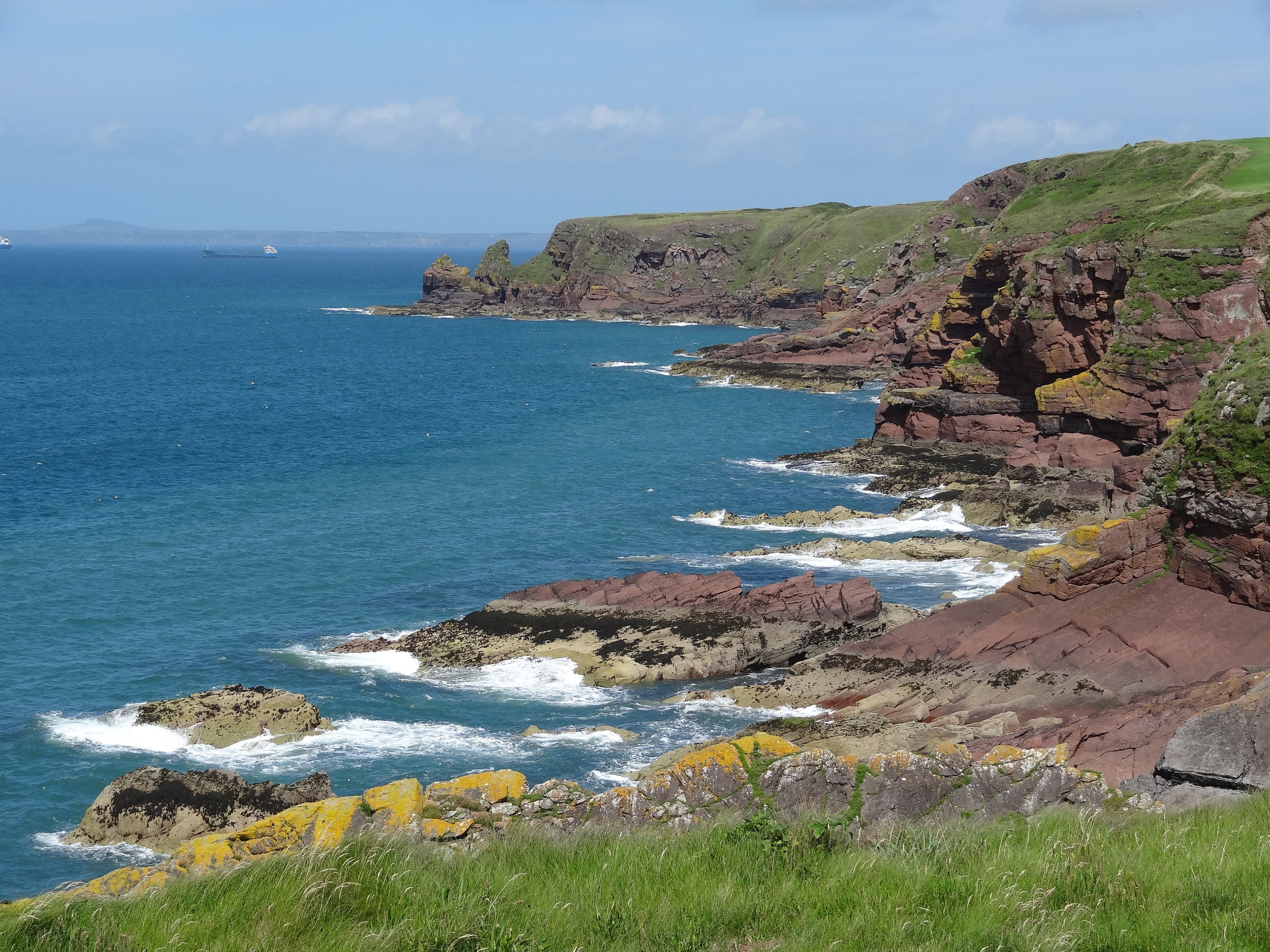 Along the Pembrokeshire Coast Path, the Irish Sea takes on a sparkling turquoise color in the sunshine.