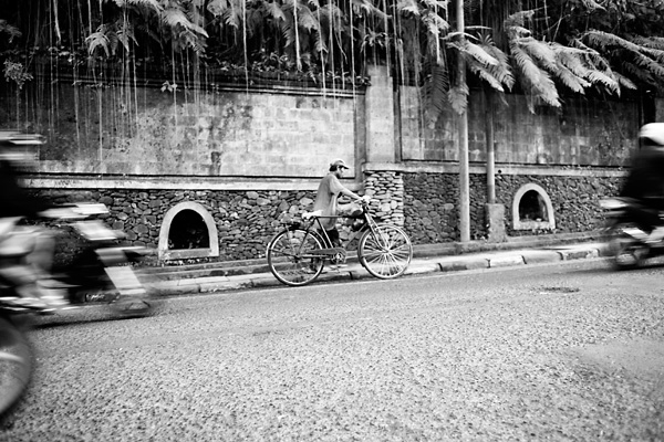 Bali Documentary Photograph, Balinese man with bicycle in Ubud