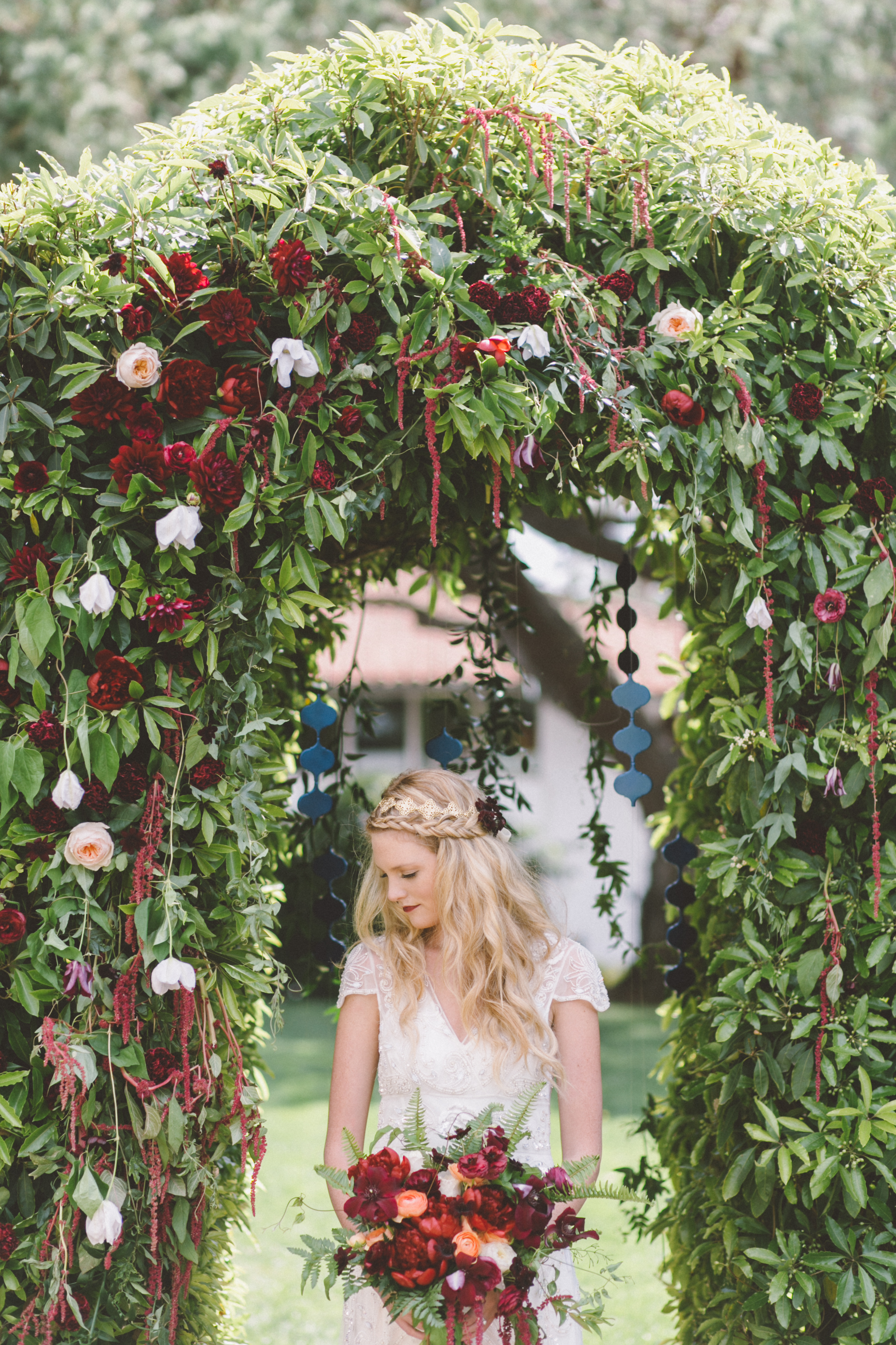 Photo by  Anna Delores Photography . Incredible floral design by  Stella Bloom Designs