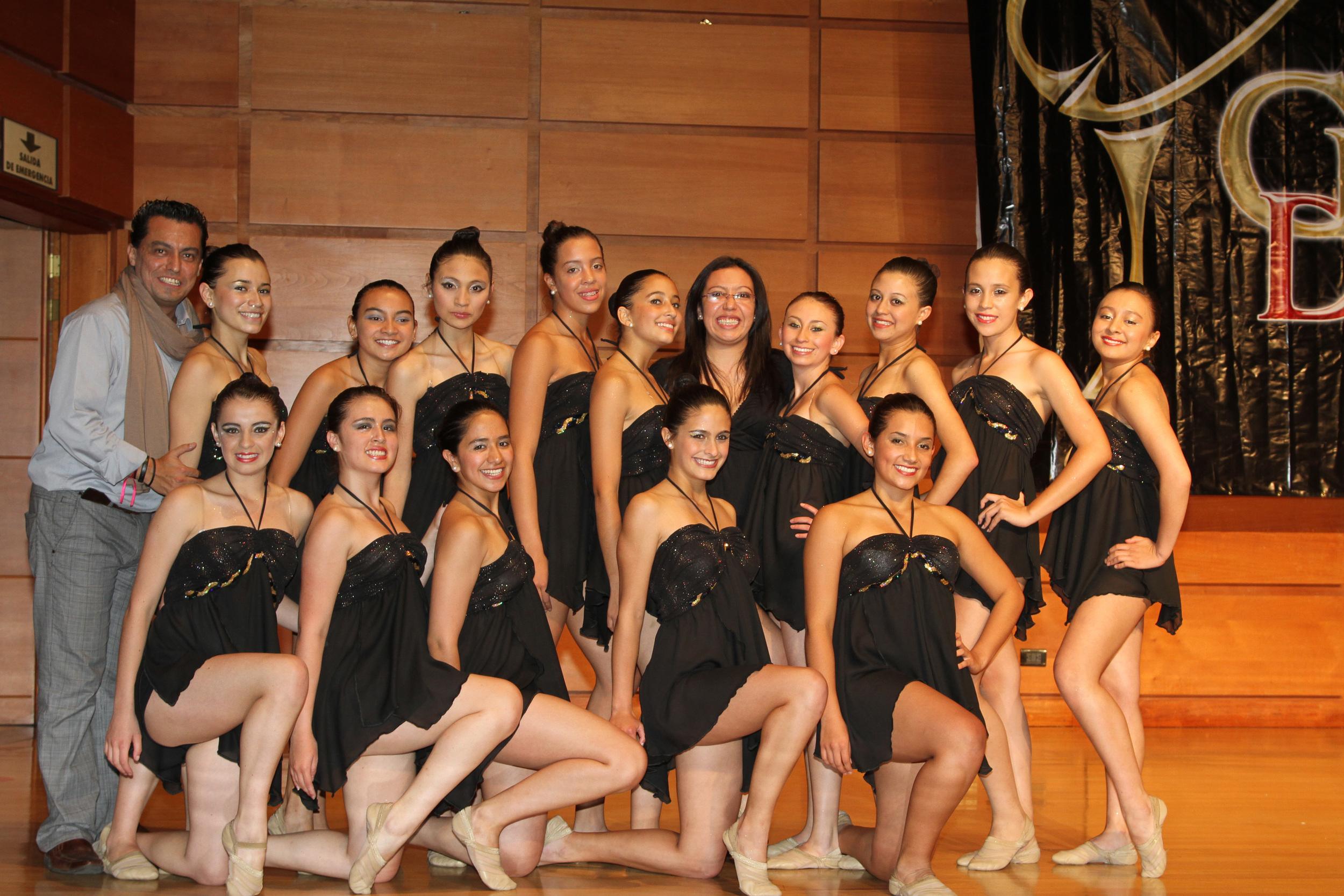 2009 Senior Jazz & Pom Team.JPG