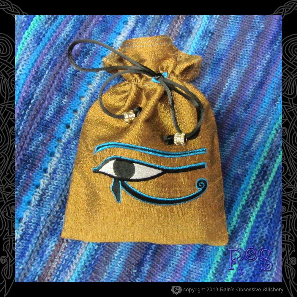 Tarot-bag-gold-multicolor-eye-of-horus.JPG