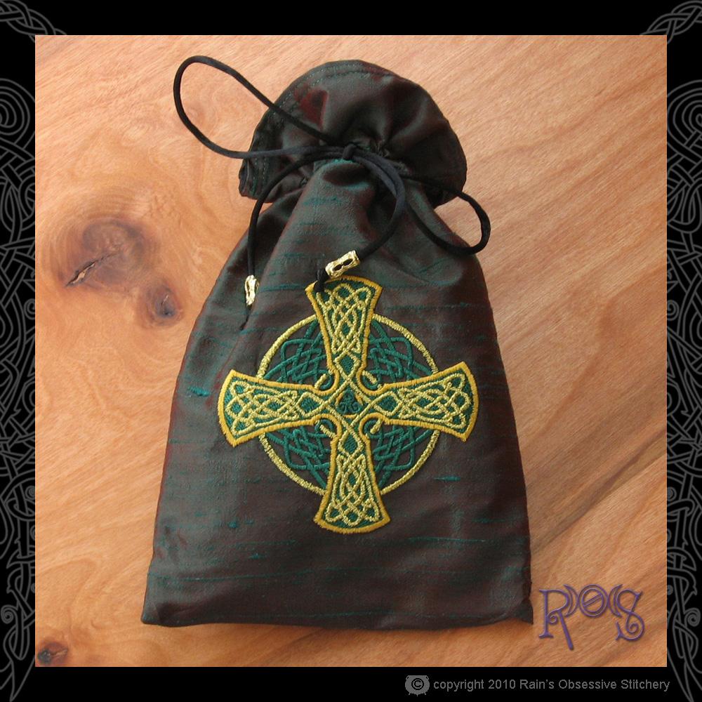 tarot-bag-lg-red-green-celtic-cross.jpg