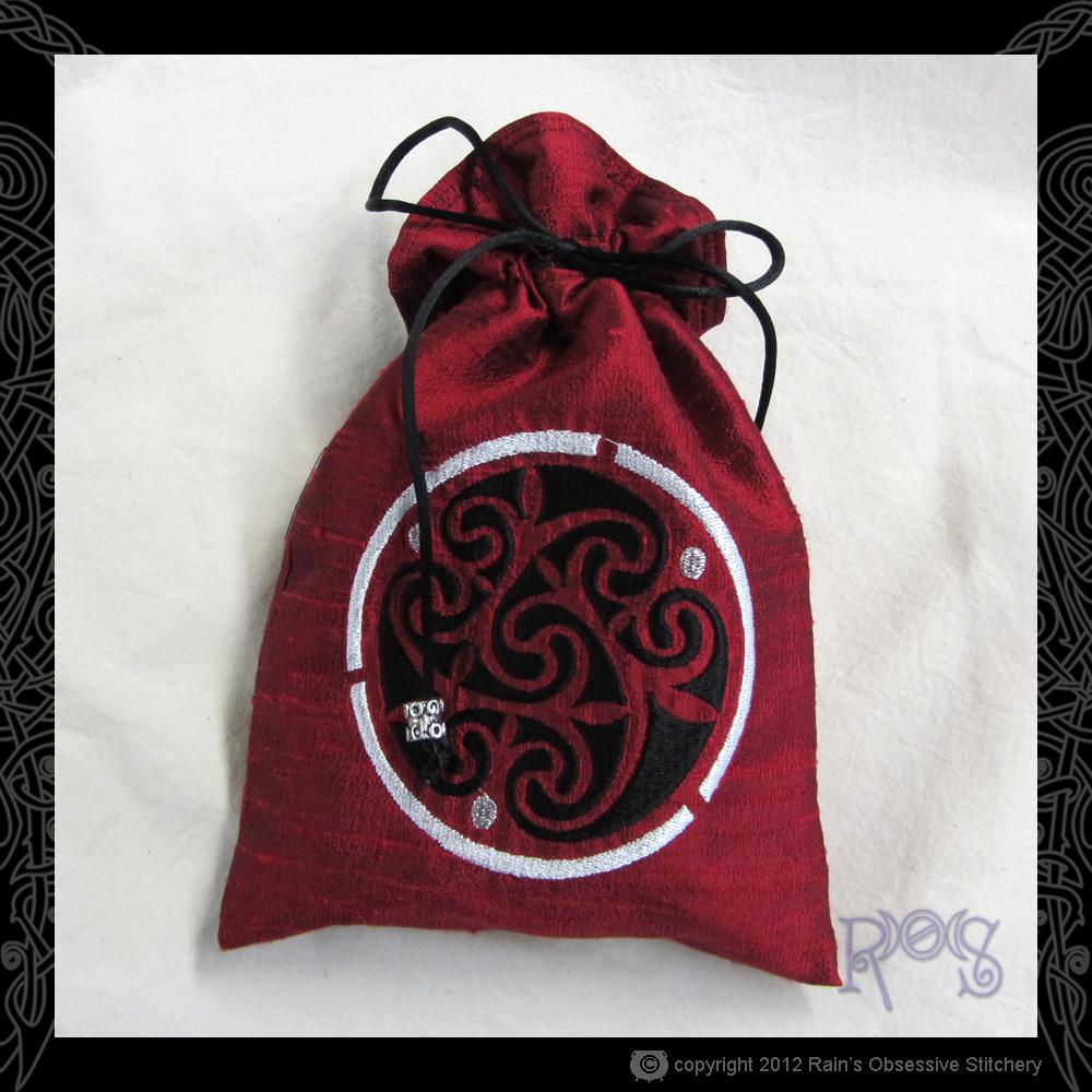 tarot-bag-red-celtic-spiral.JPG