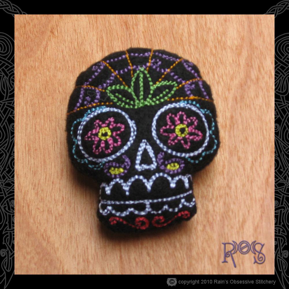 pincushion-small-skull-black.jpg