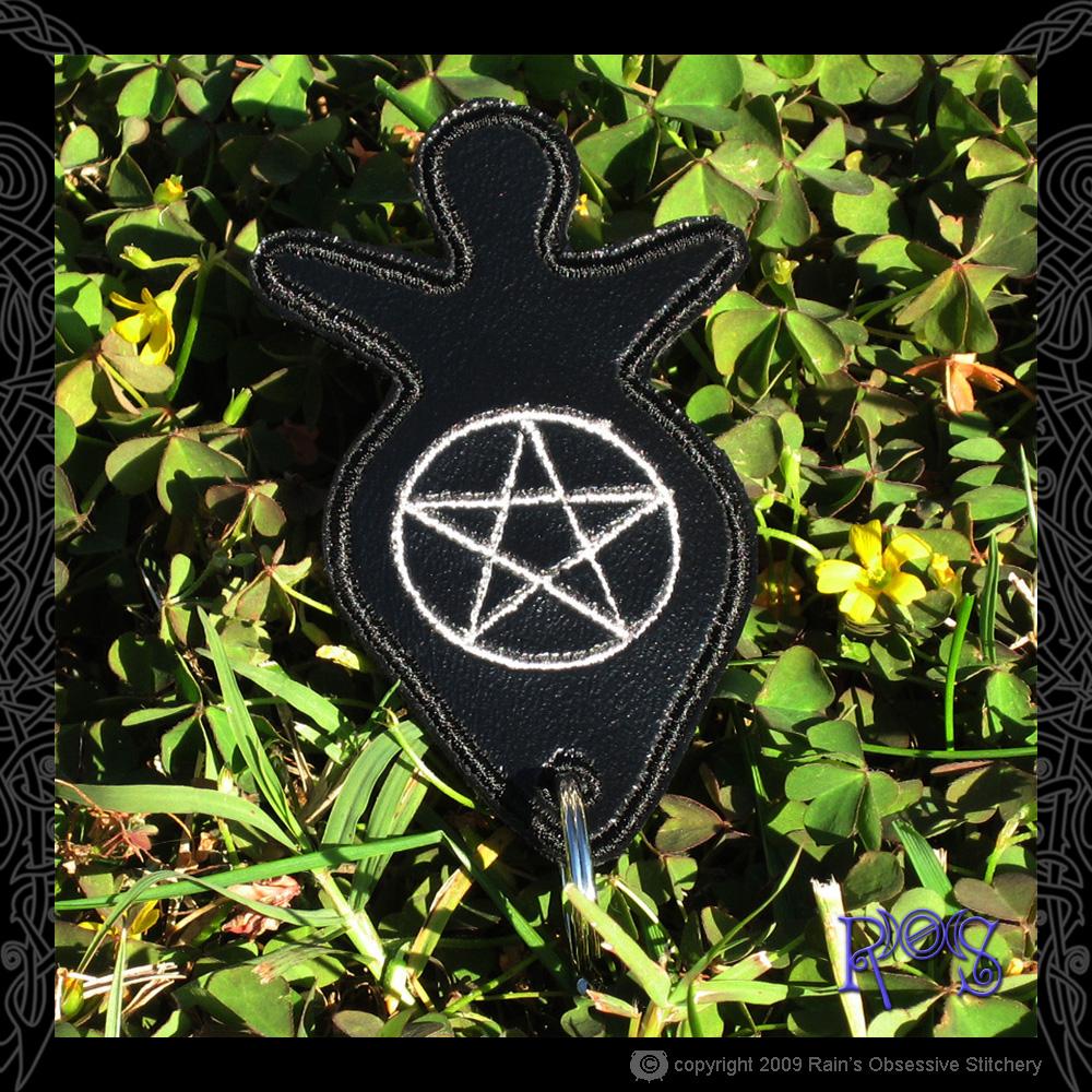 keychain-goddess-black-pentacle.jpg