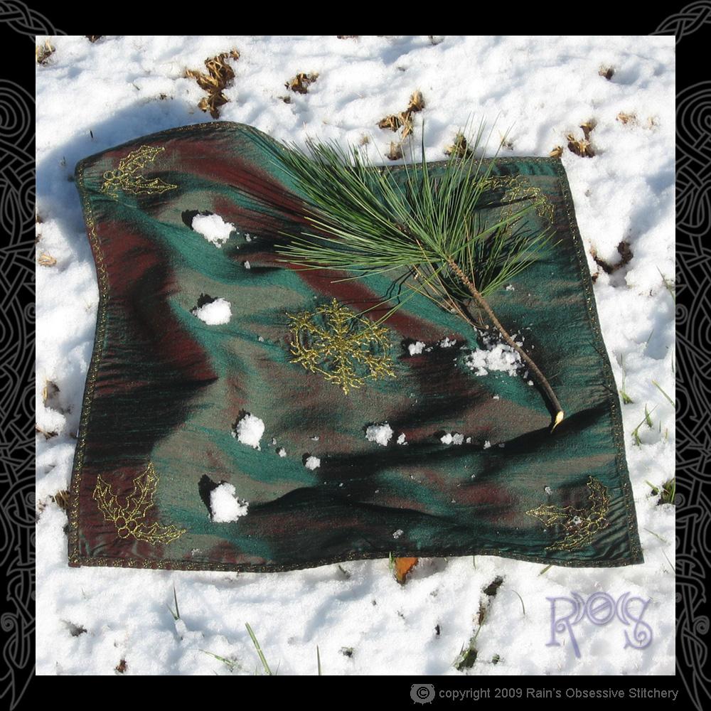 altar-cloth-yule-1.jpg