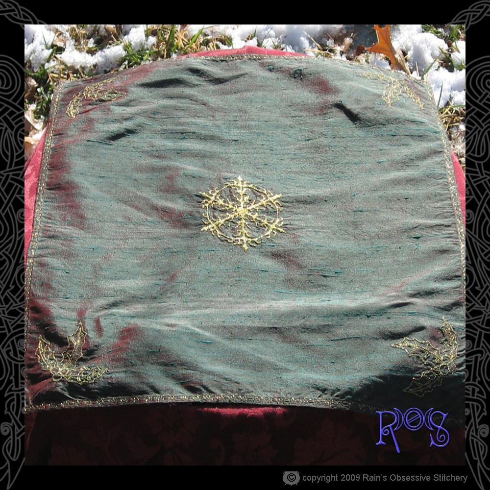 altar-cloth-yule-3.jpg
