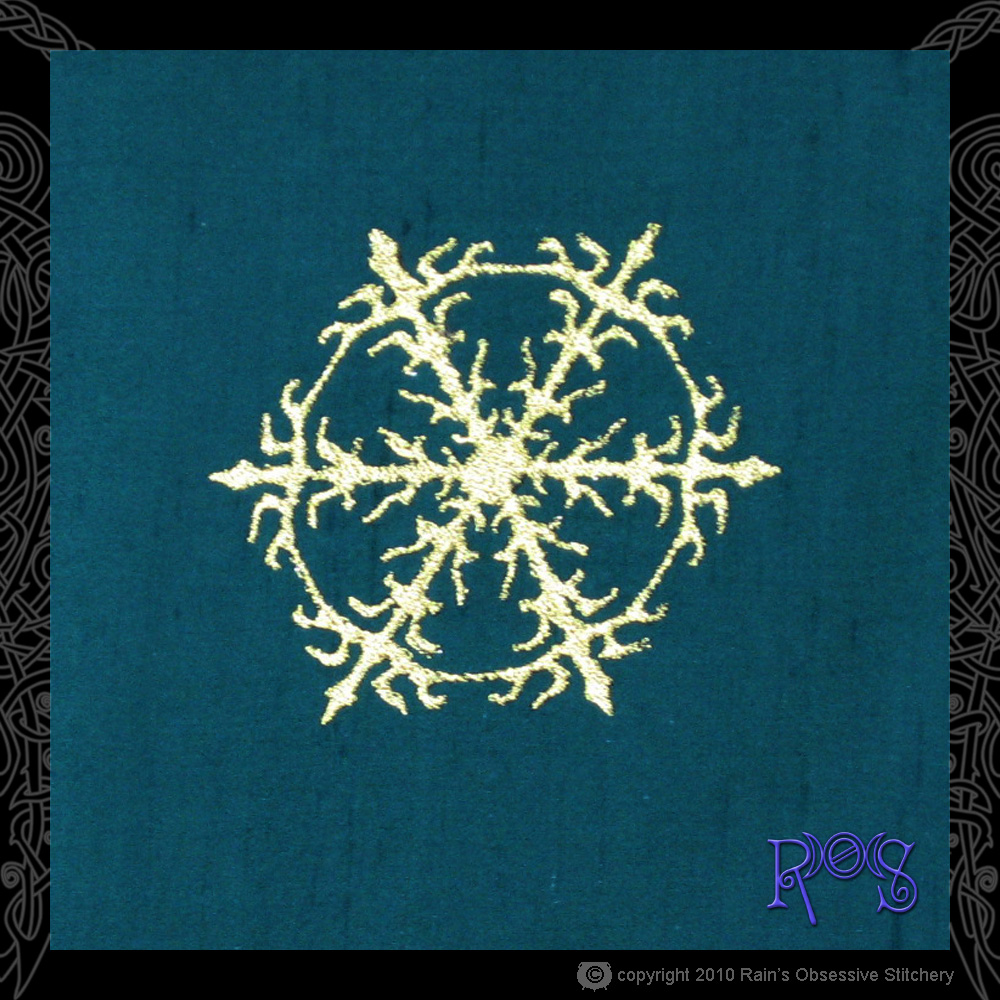 altar-cloth-yule-center.jpg