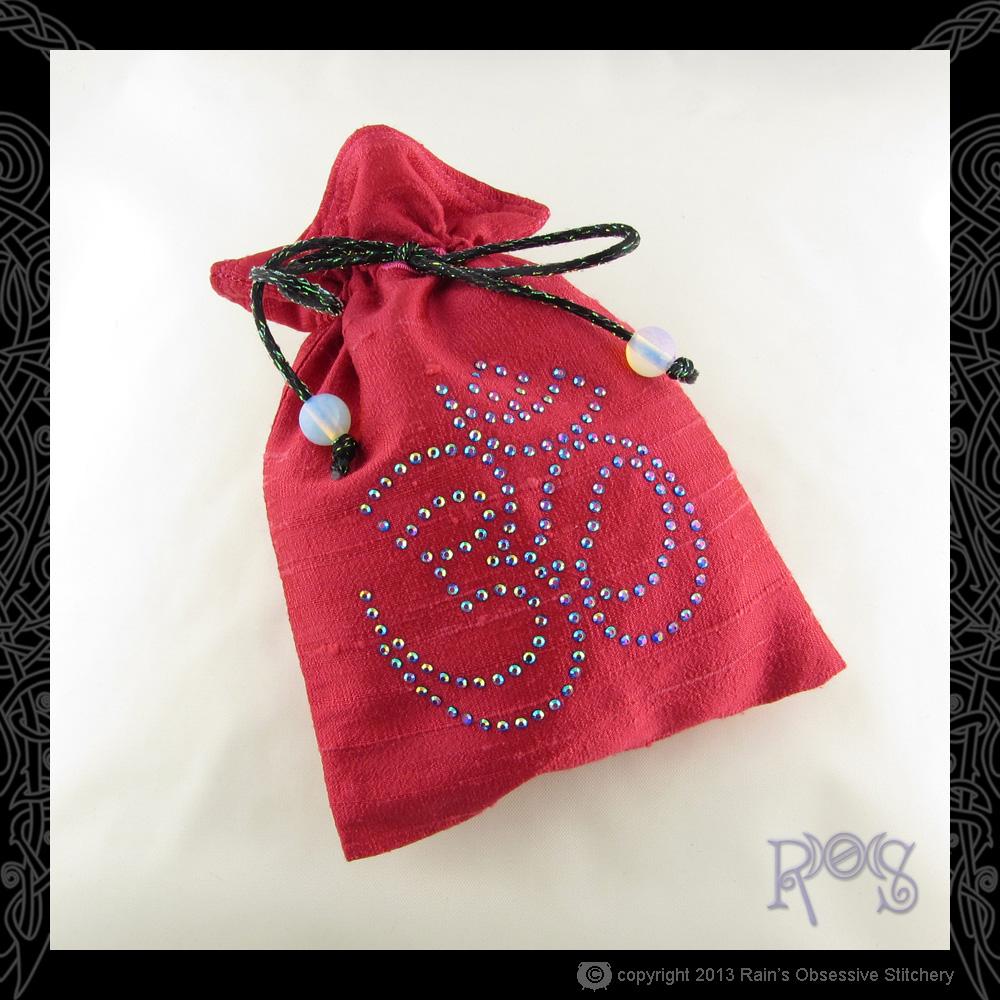 Tarot-Bag-Pink-Crystal-Om-AB-Cobalt.JPG
