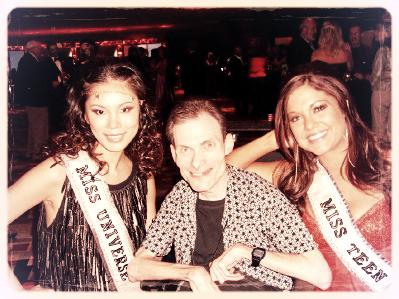 John with Riyo Mori, Miss Universe 2007, and Hilary Cruz, Miss Teen USA 2007.