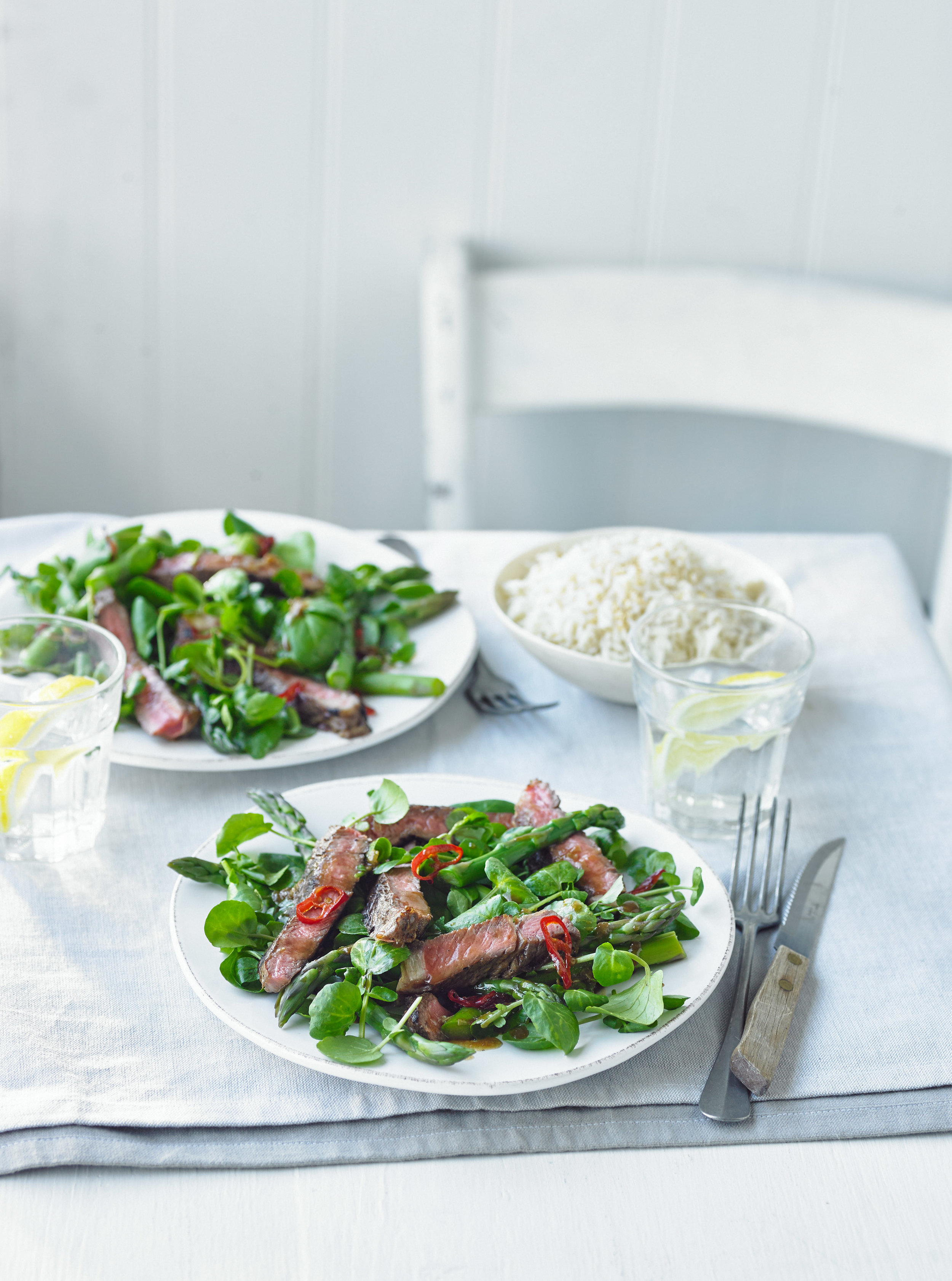 Vietnamese_steak_with_asparagus_and_watercress.jpg