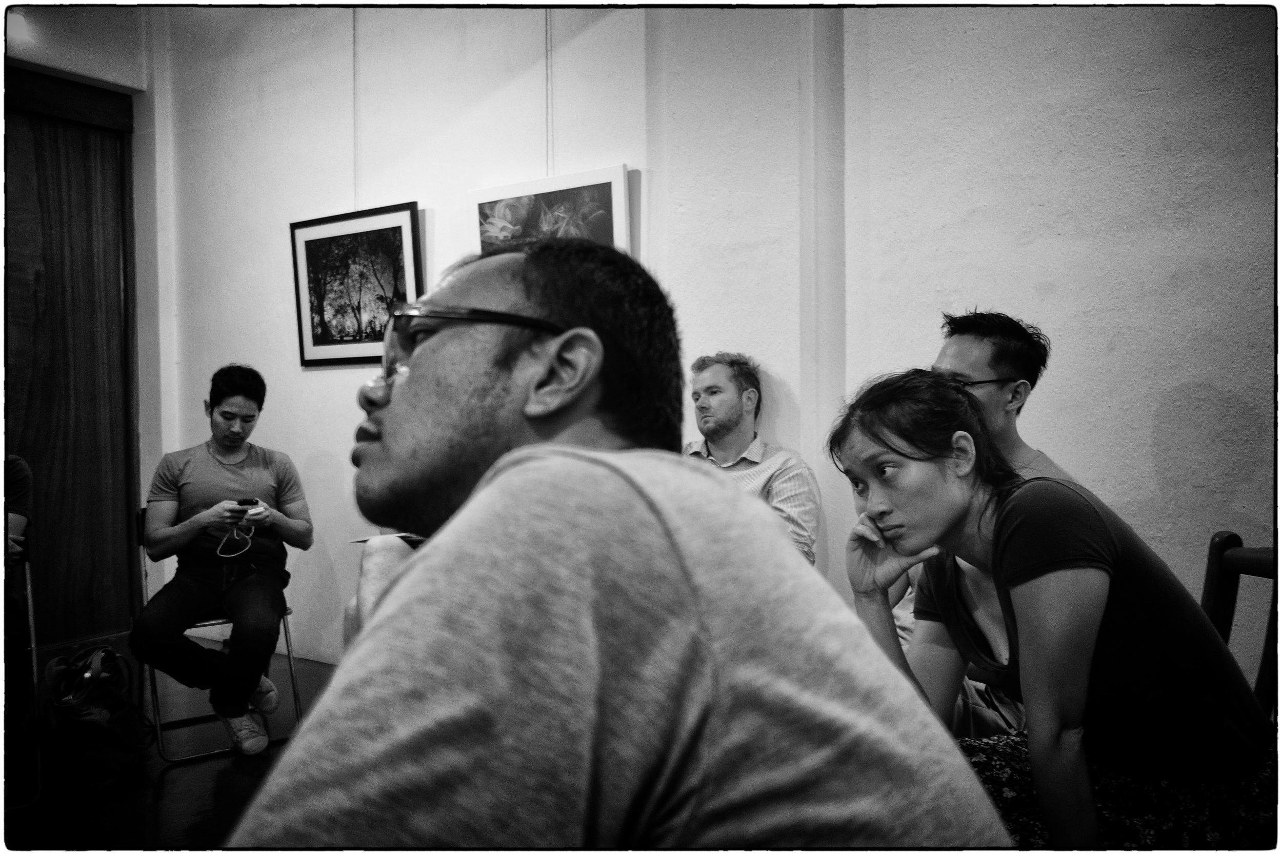 Dita and Wei Leng listening to story ideas from participants.