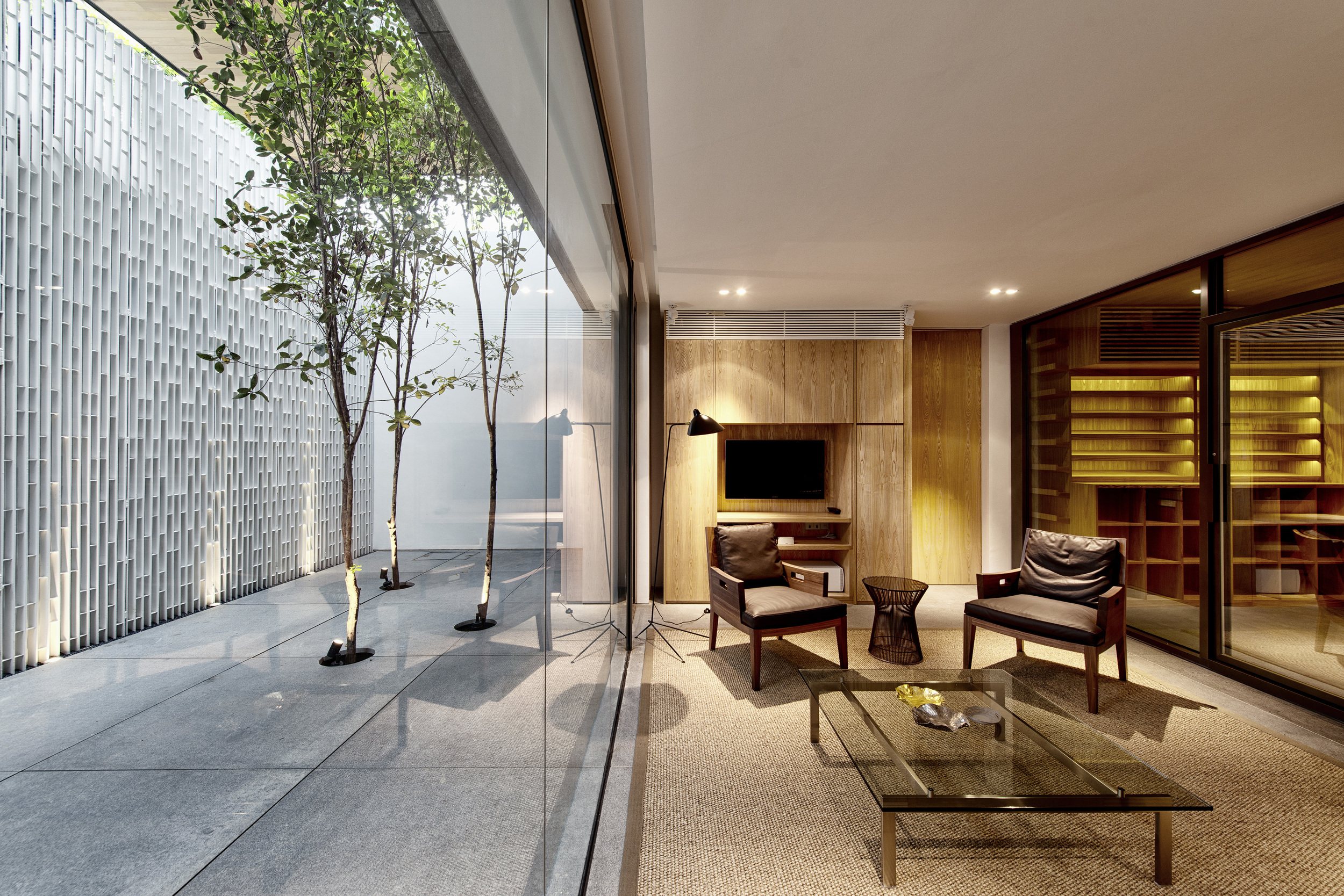 The Basement Courtyard, Lounge and Wine Cellar