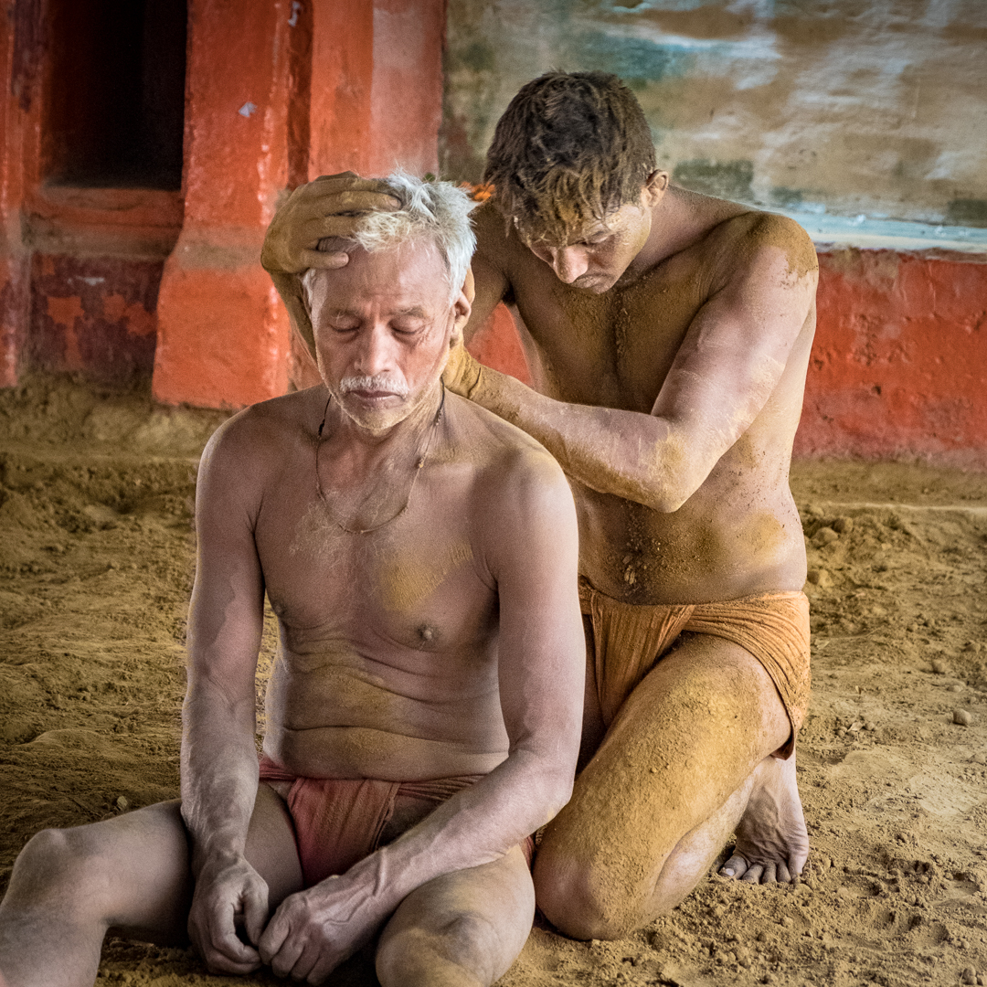 ©David Julian_INDIA, Kushti wrestling student massages his teacher-9289.jpg