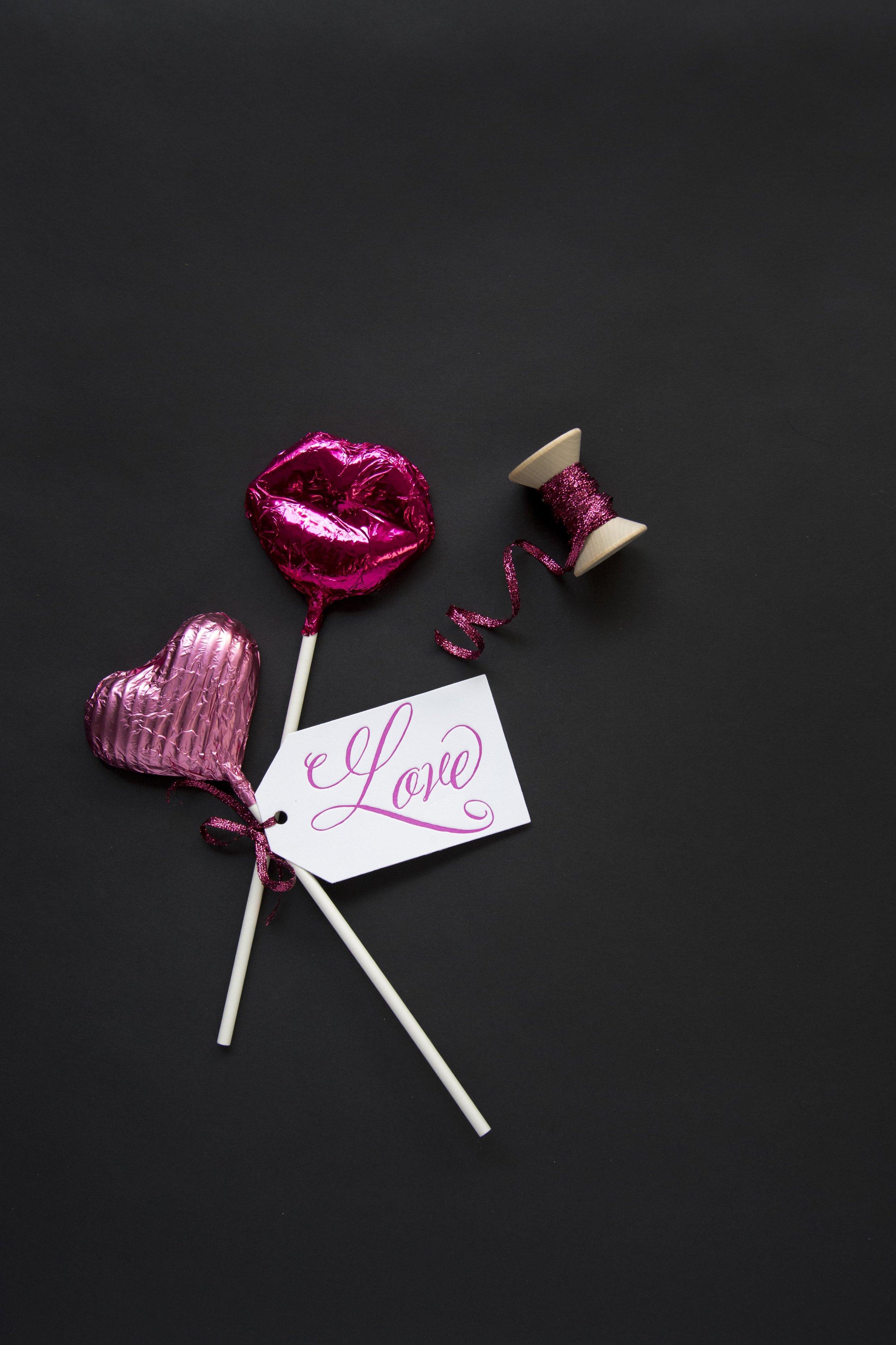 PGT_T152_Stylized_Valentine_Lollipops_HautePapier.jpg