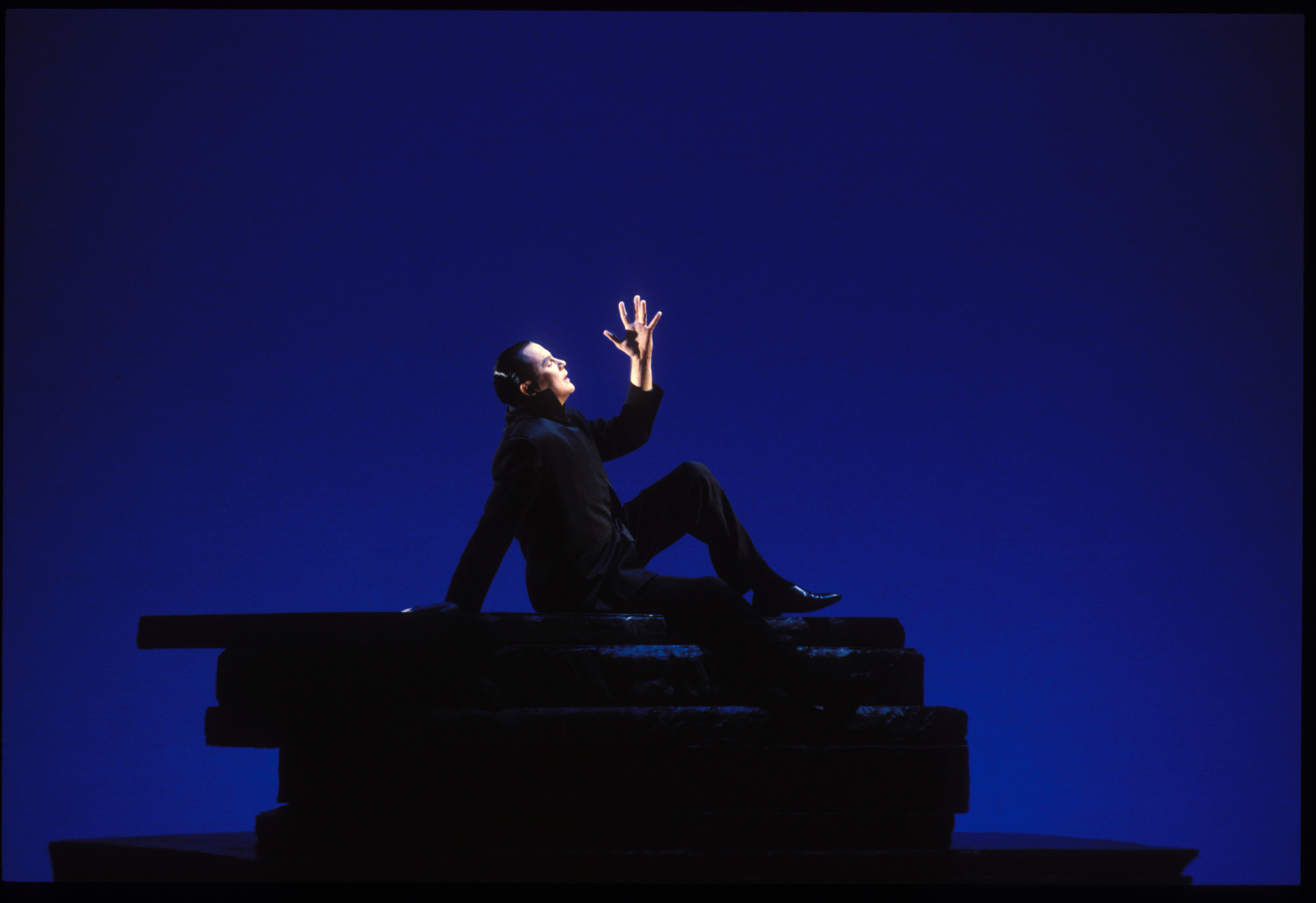 Robert Wilson in  Hamlet, a Monologue  at The Alley Theatre; photo by T. Charles Erickson
