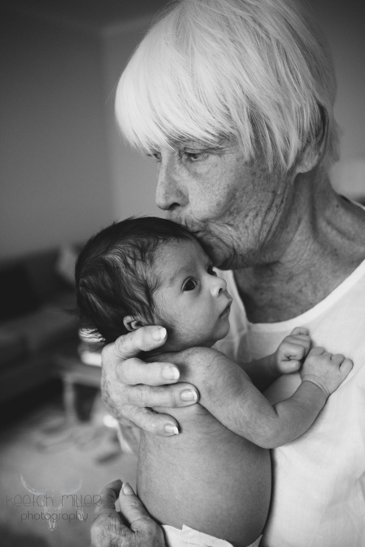 black and white newborn photography .jpg