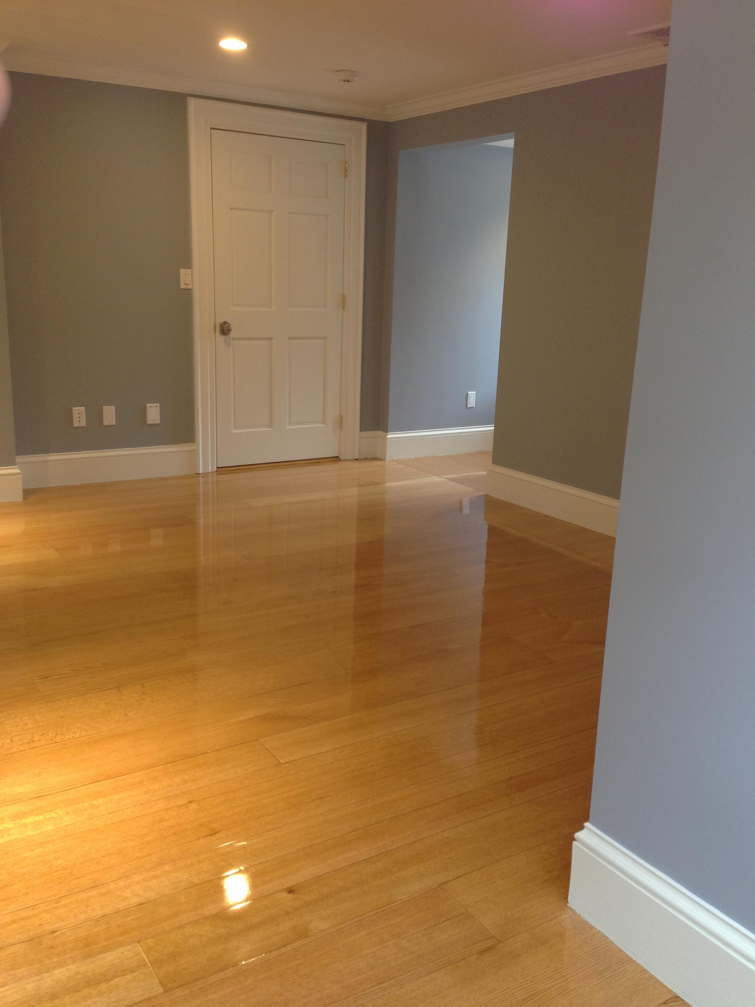 Quarter- and rift-sawn wide plank sawn veneer flooring