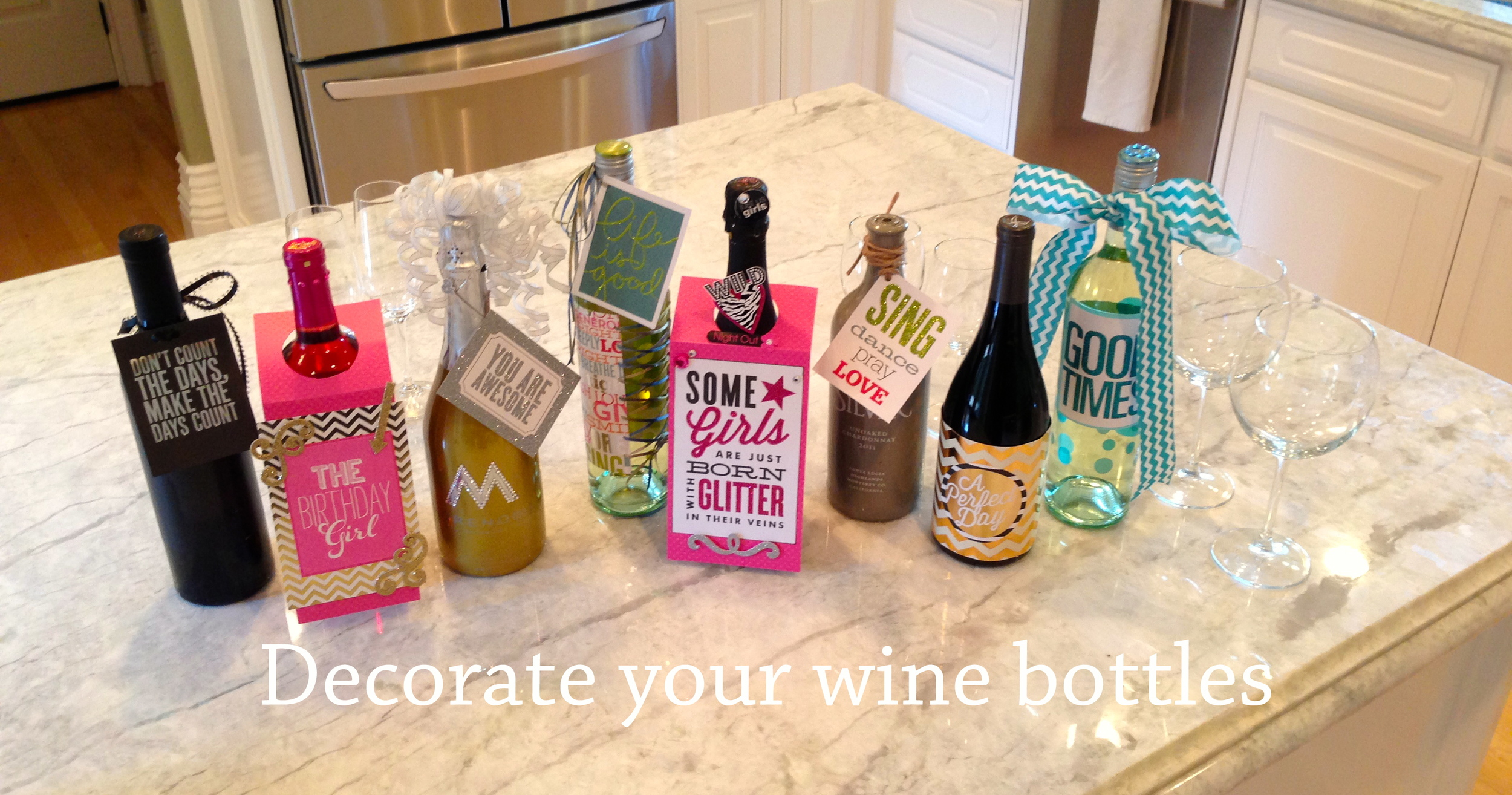 Wine bottle decor on the mambi blog. POCKET PAGES and embellishments to decorate gifts. FUN.