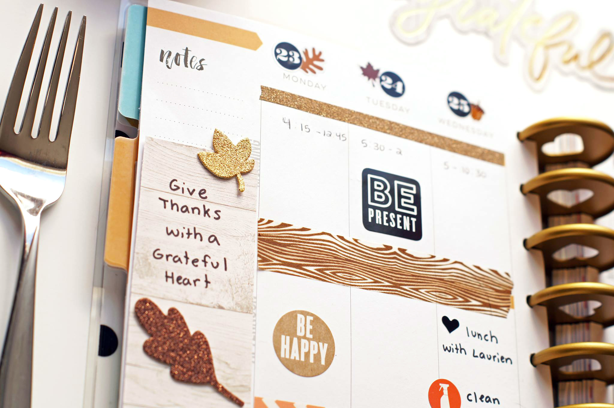 Thanksgiving week layout in The Happy Planner™ of mambi Design Team member Megan McKenna | me & my BIG ideas