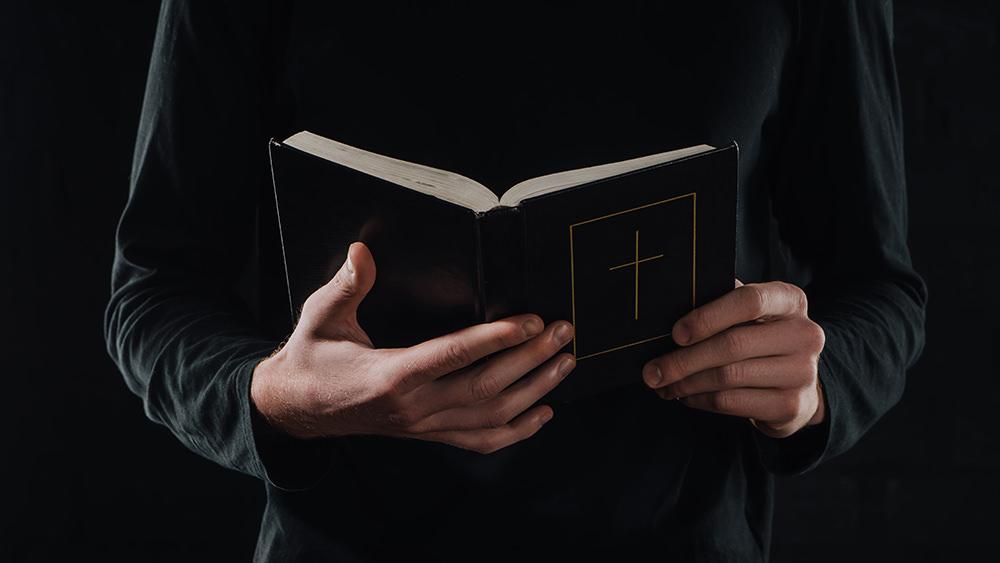 Las 4 Mentiras de Satanás en cuanto a la Biblia