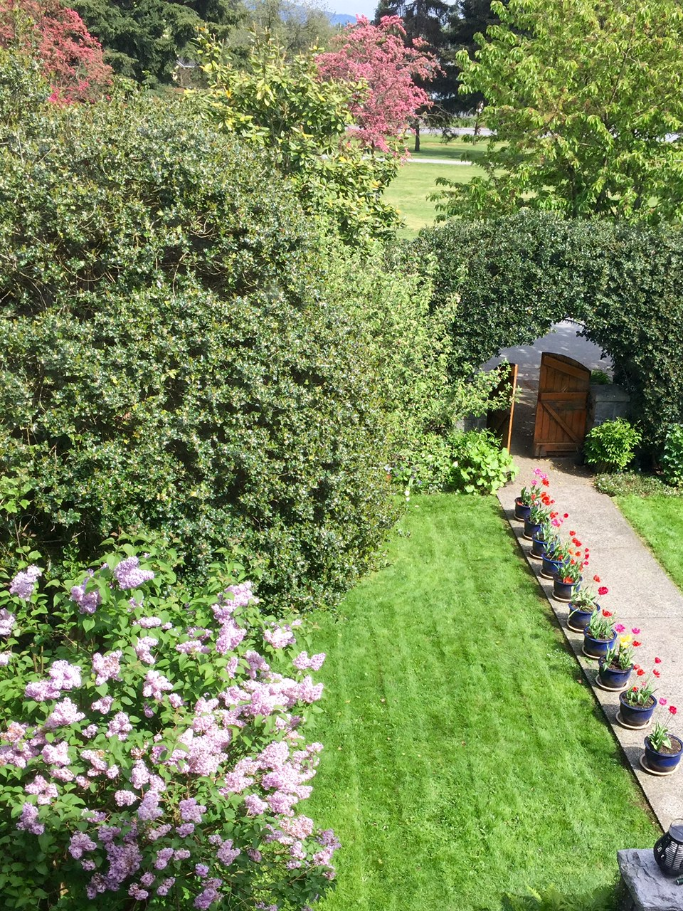 17-GrandmanorGuesthouse-ValleyRoom.jpg