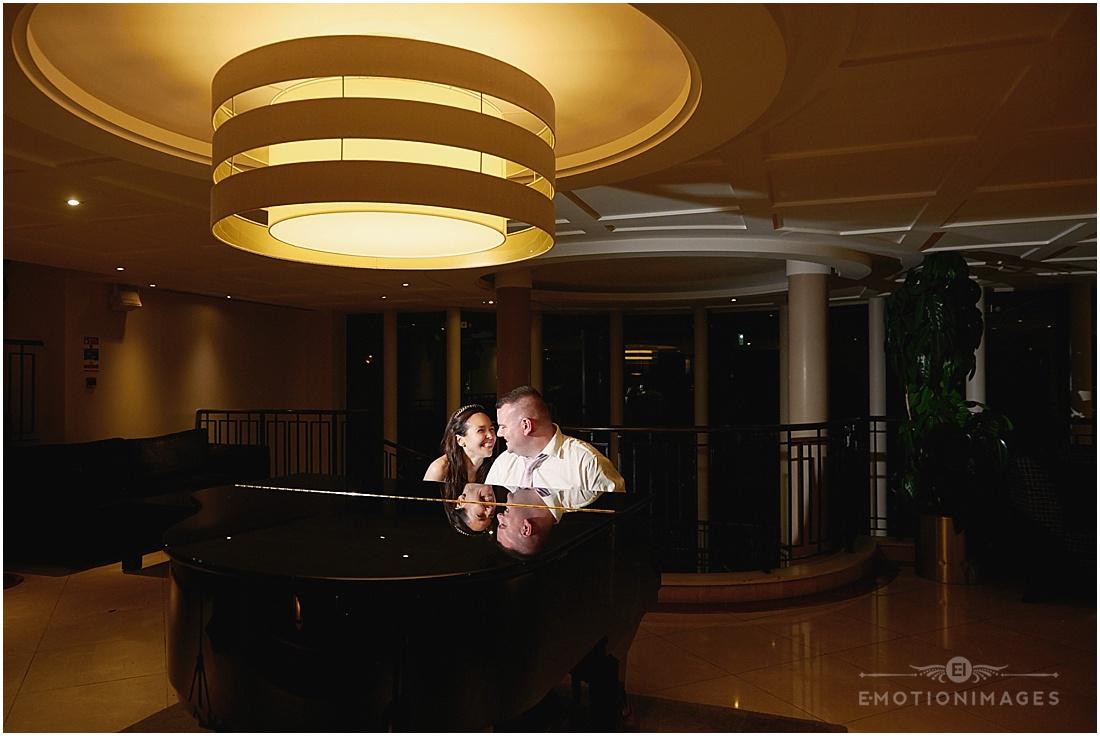 crown-moran-hotel-wedding-photographer_x120.JPG
