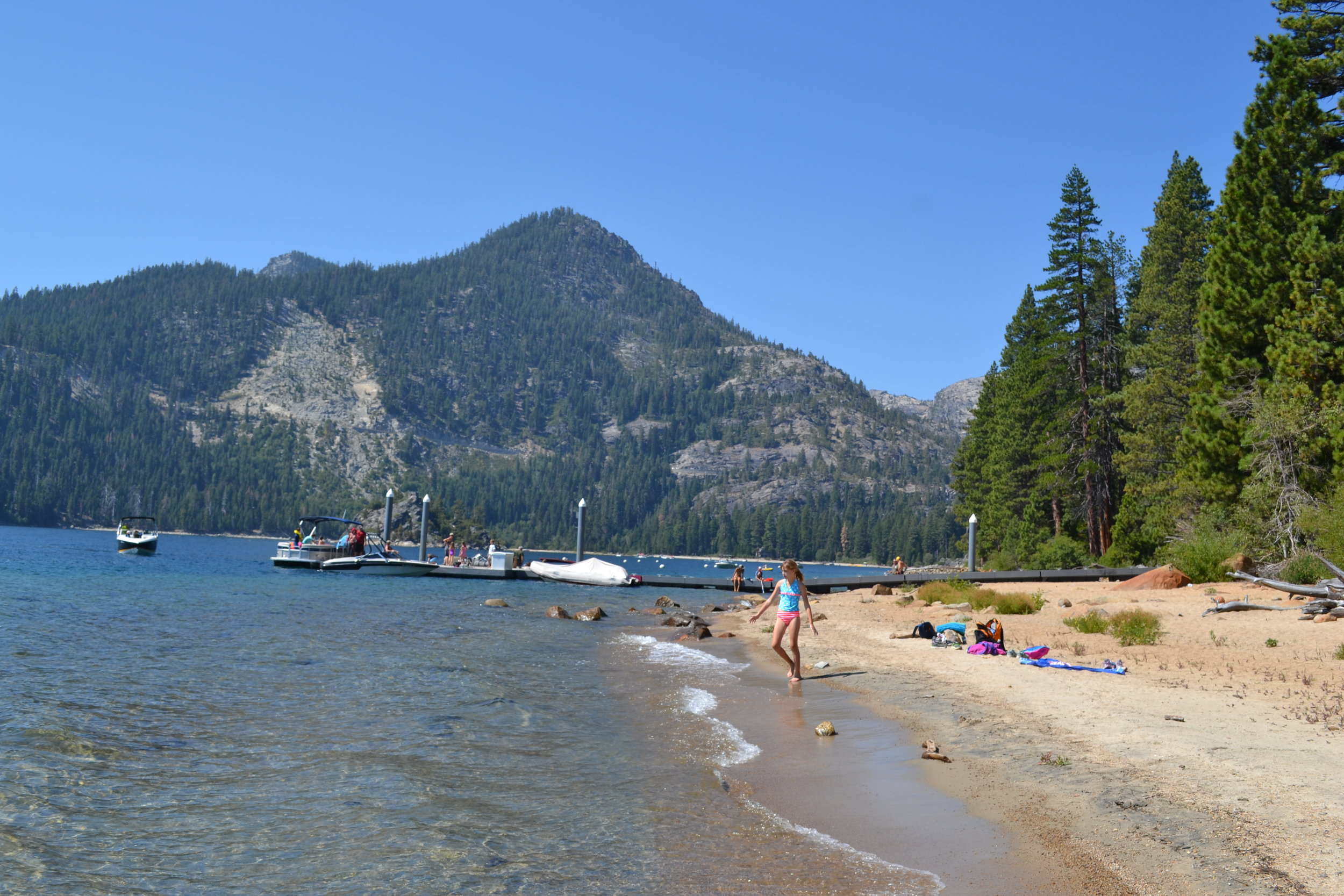 After living in LA for 15 yeas, we finally made it to Lake Tahoe!! It was very beautiful!