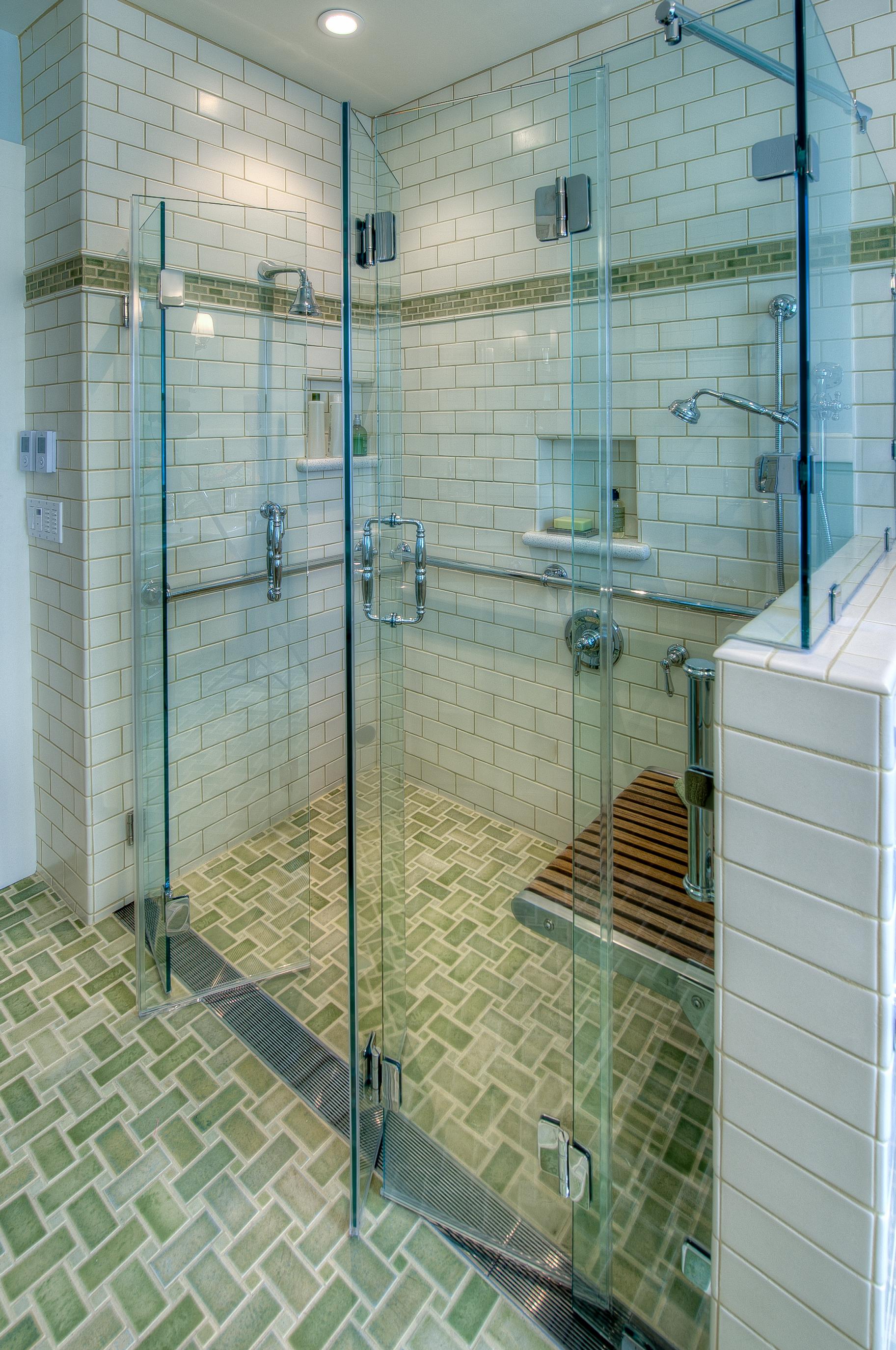 Berkeley Traditional Universal Bathroom