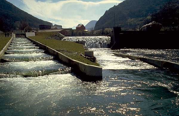 Sarrancolin Dam on France's Neste River (Photo credit: FAO Fisheries and Aquaculture Department)