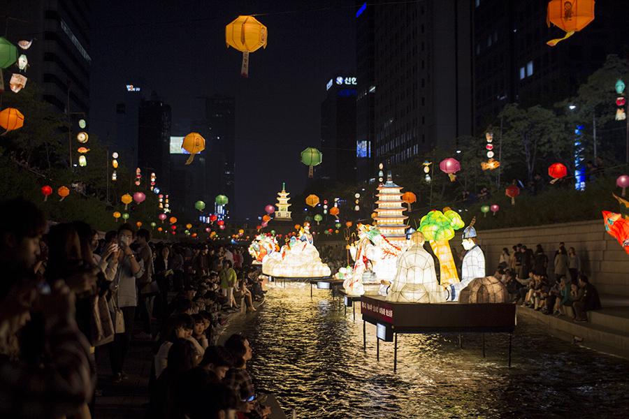 Cheonggyecheon Lanterns.jpg