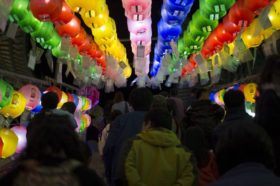 Samgwangsa Crowd.jpg
